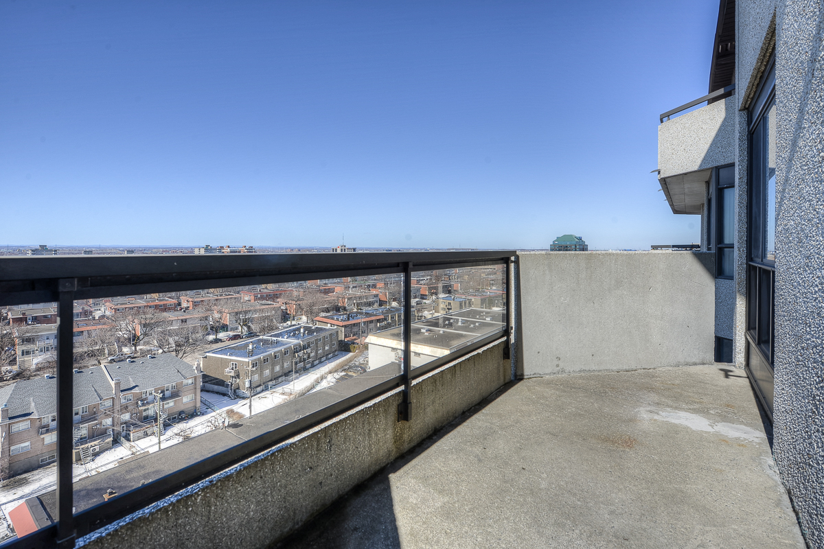 2 bedroom Penthouses for rent in St. Leonard at Le Baron II Inc. - Photo 02 - RentQuebecApartments – L128087