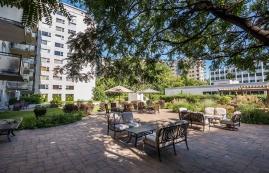 luxurious 1 bedroom Apartments for rent in Westmount at 4300 de Maisonneuve West - Photo 01 - RentQuebecApartments – L2165