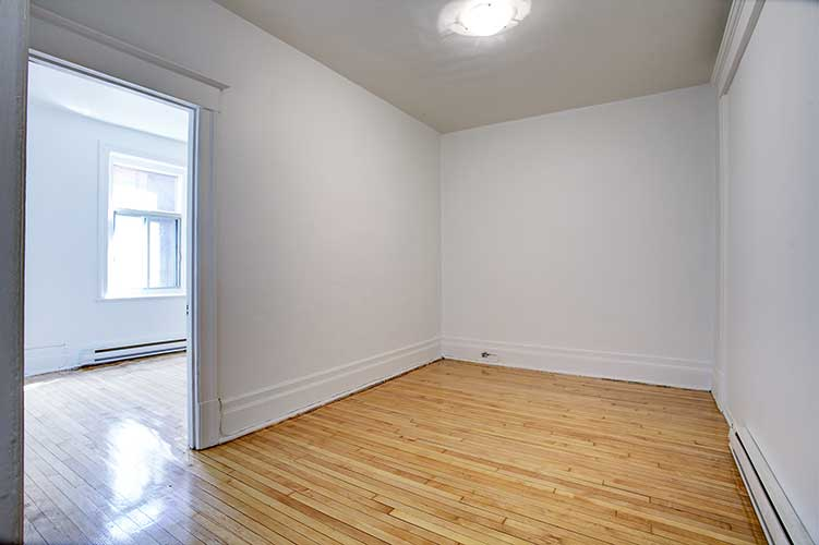 4 bedroom Apartments for rent in Montreal (Downtown) at 2205 St Marc and 1849 Lincoln - Photo 01 - RentQuebecApartments – L254295