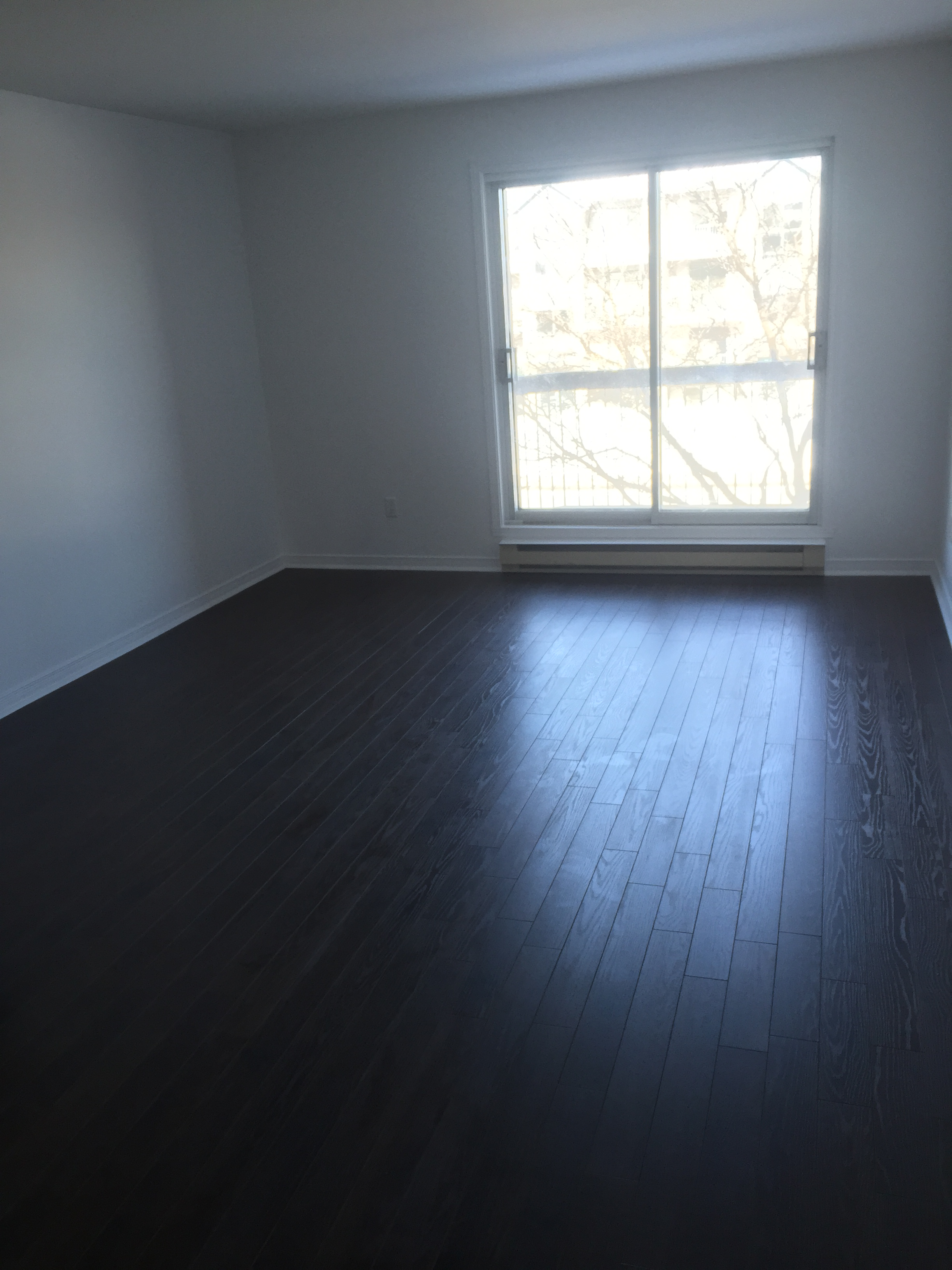 2 bedroom Apartments for rent in Pierrefonds-Roxboro at 18045-18125 Pierrefonds Boulevard - Photo 02 - RentQuebecApartments – L266033