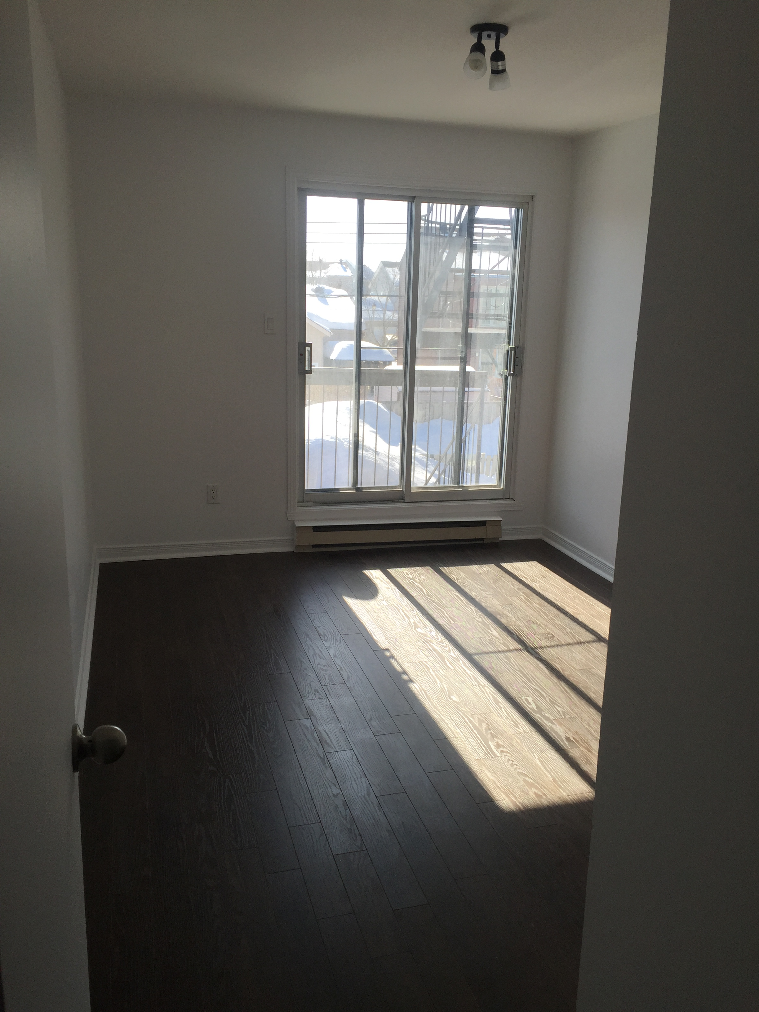 2 bedroom Apartments for rent in Pierrefonds-Roxboro at 18045-18125 Pierrefonds Boulevard - Photo 03 - RentQuebecApartments – L266033