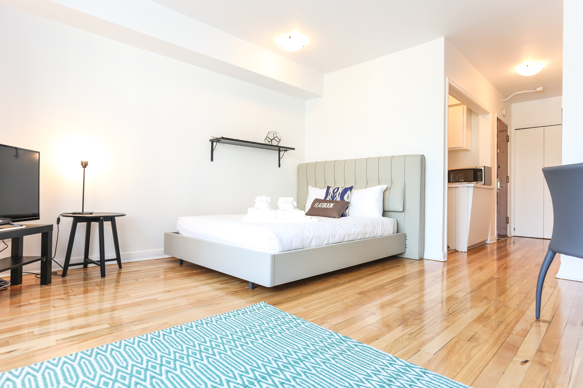 Studio / Bachelor Apartments for rent in Montreal (Downtown) at 1420 St Mathieu - Photo 01 - RentQuebecApartments – L1748
