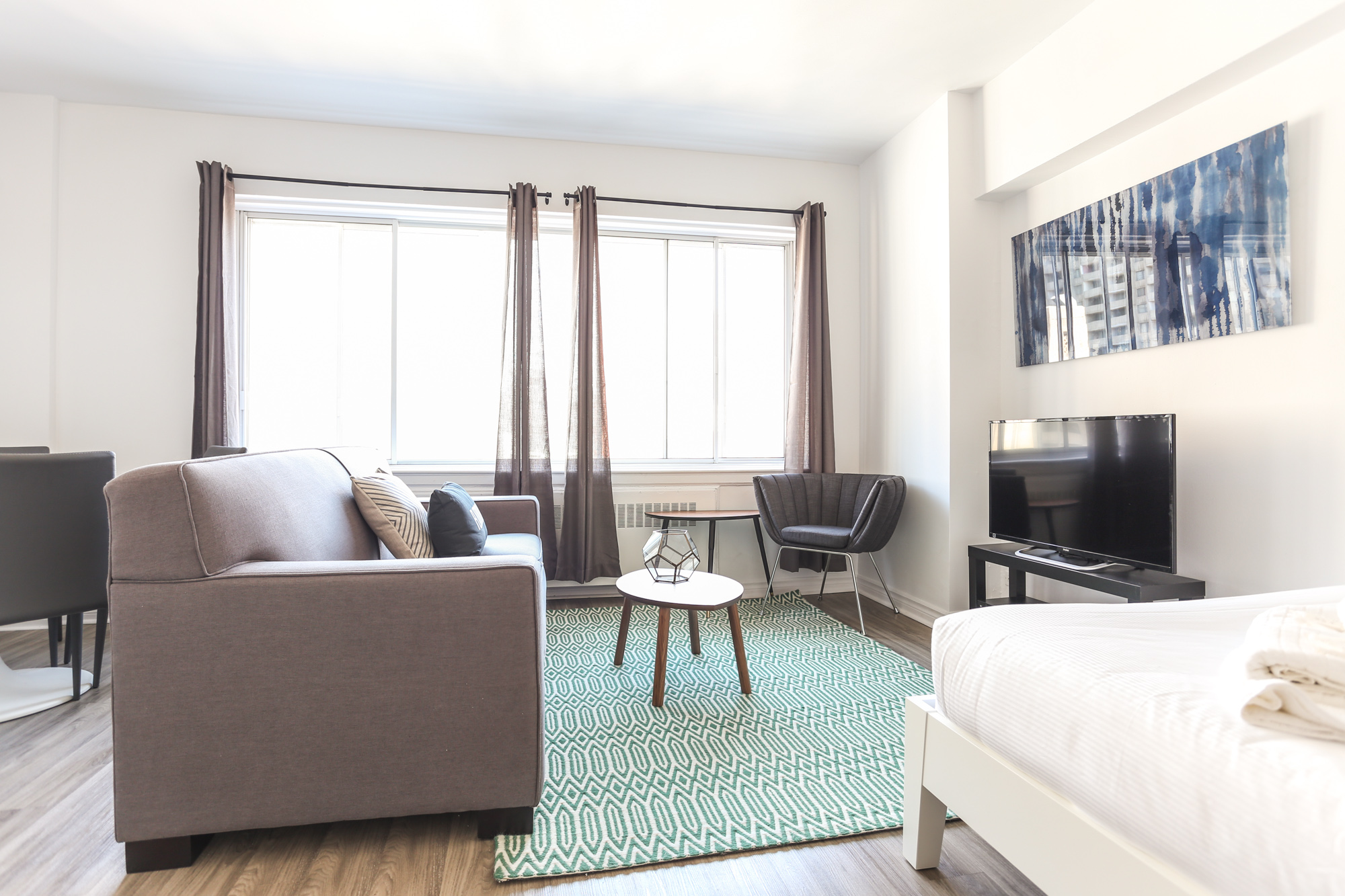Studio / Bachelor Apartments for rent in Montreal (Downtown) at 1420 St Mathieu - Photo 02 - RentQuebecApartments – L1748