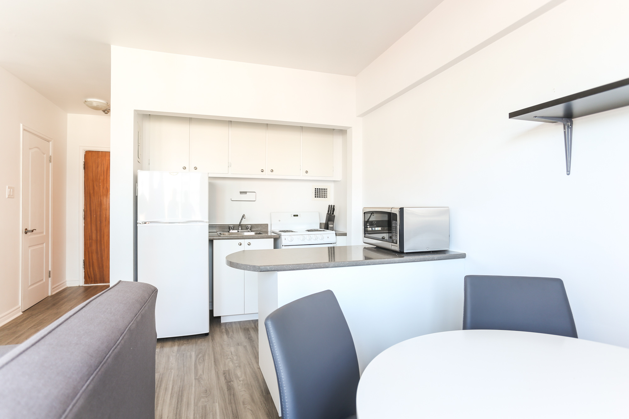 Studio / Bachelor Apartments for rent in Montreal (Downtown) at 1420 St Mathieu - Photo 05 - RentQuebecApartments – L1748
