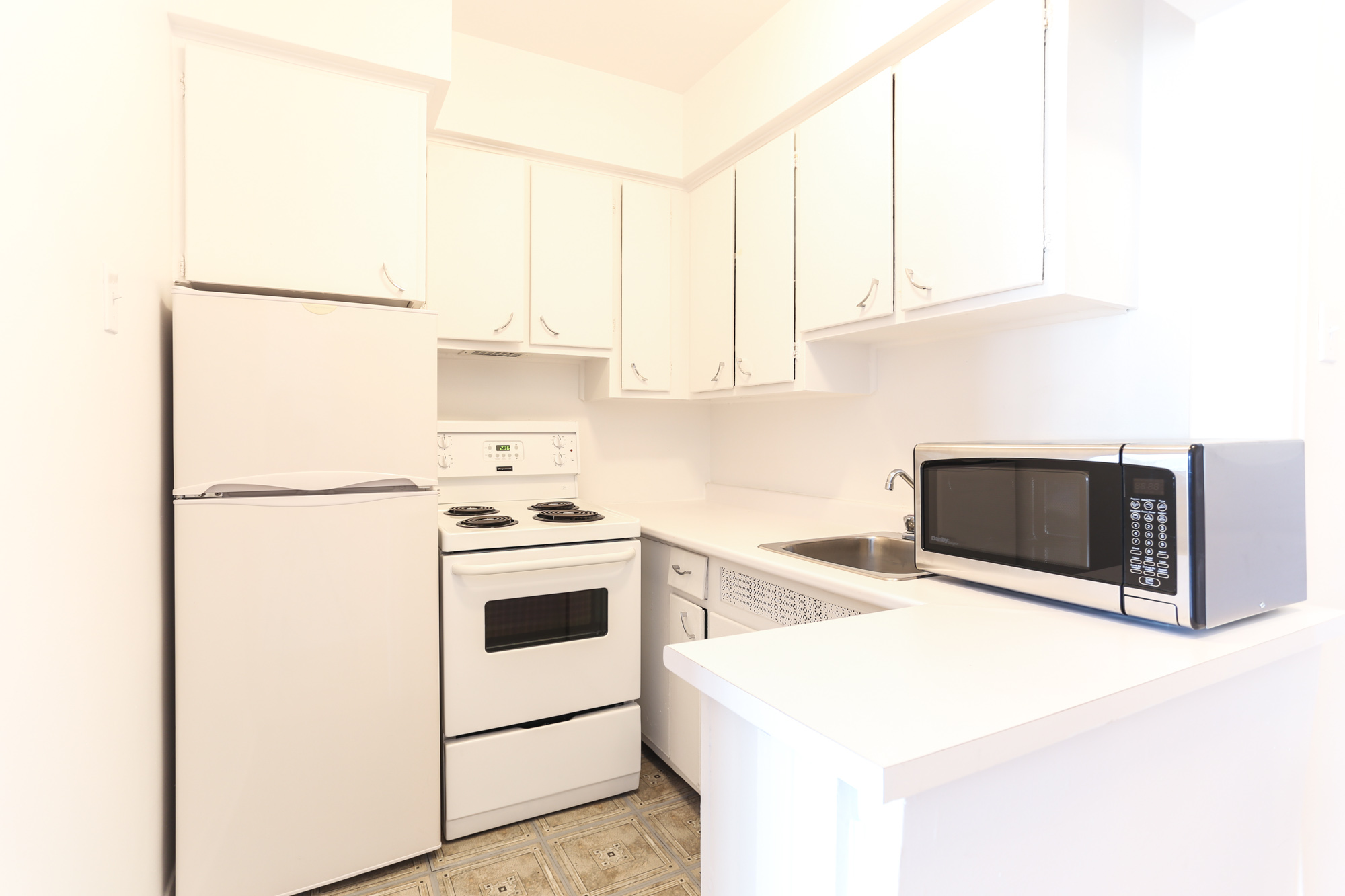 Studio / Bachelor Apartments for rent in Montreal (Downtown) at 1420 St Mathieu - Photo 06 - RentQuebecApartments – L1748