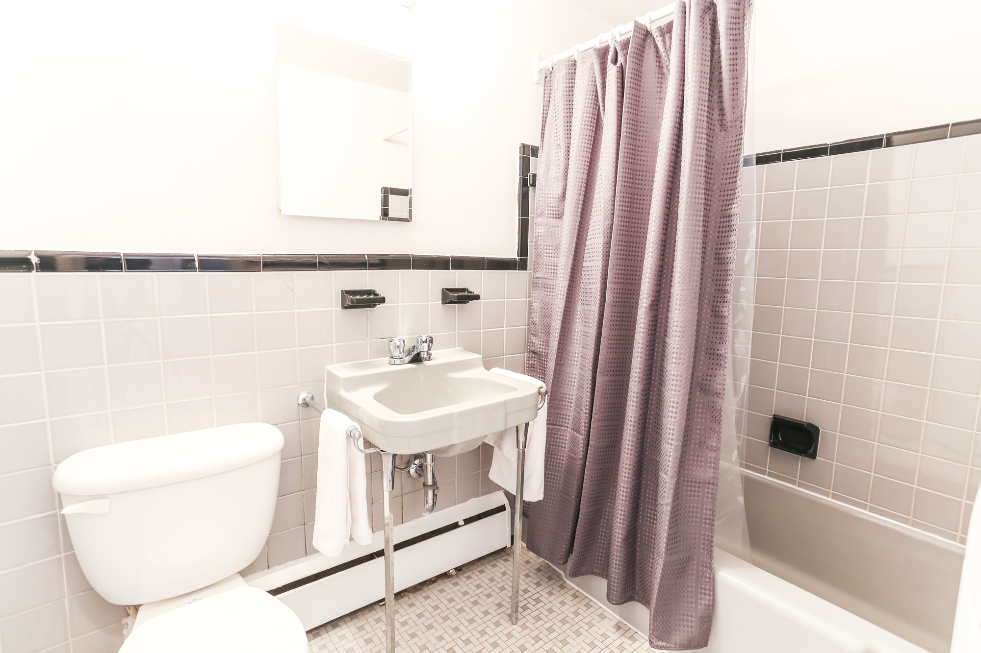 Studio / Bachelor Apartments for rent in Montreal (Downtown) at 1420 St Mathieu - Photo 11 - RentQuebecApartments – L1748