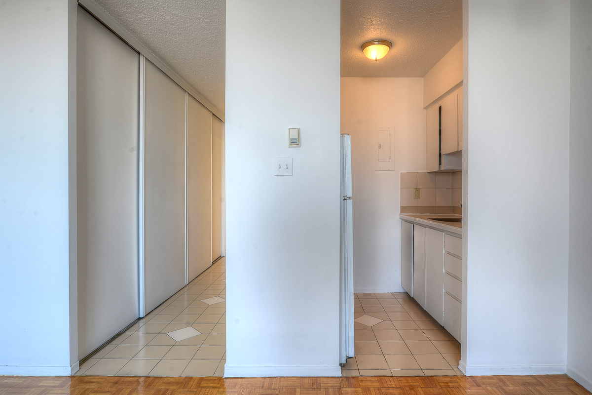 Studio / Bachelor Apartments for rent in Montreal (Downtown) at St Urbain - Photo 05 - RentQuebecApartments – L1058