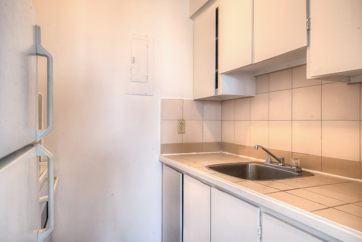 Studio / Bachelor Apartments for rent in Montreal (Downtown) at St Urbain - Photo 06 - RentQuebecApartments – L1058