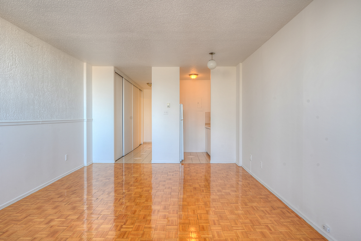 Studio / Bachelor Apartments for rent in Montreal (Downtown) at St Urbain - Photo 07 - RentQuebecApartments – L1058