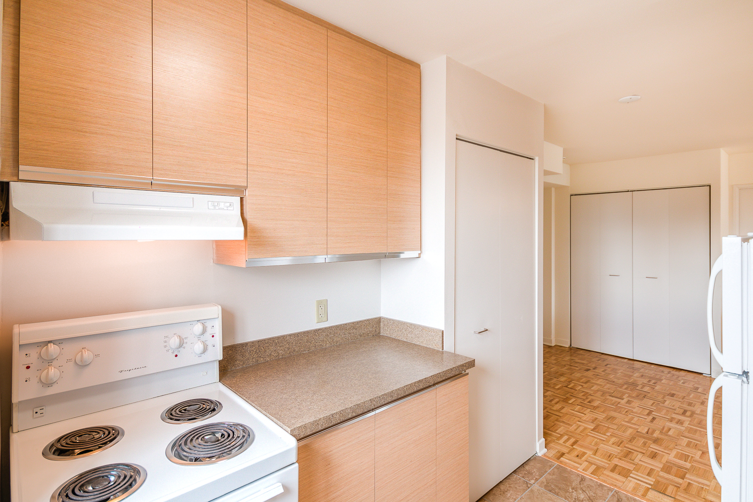 Studio / Bachelor Apartments for rent in Montreal (Downtown) at 2021 Atwater - Photo 08 - RentQuebecApartments – L1669