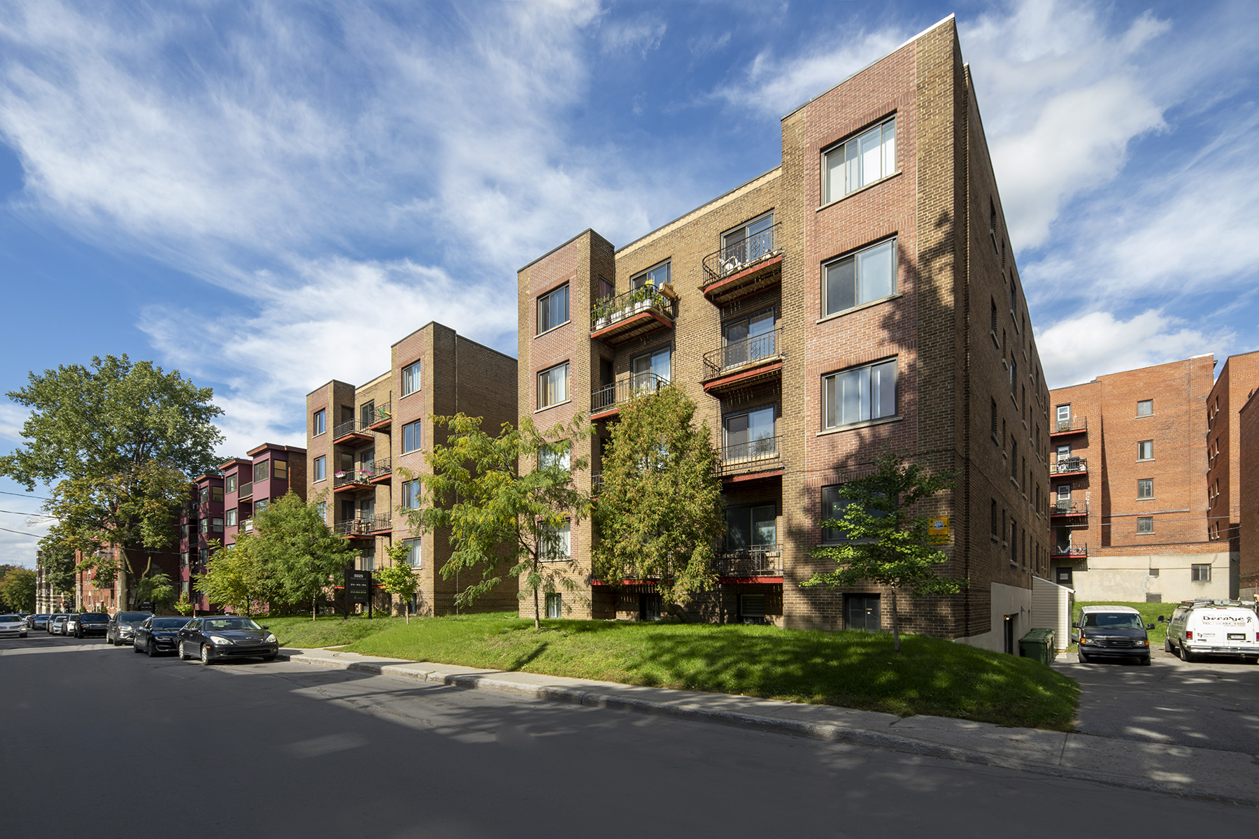 1 bedroom Apartments for rent in Cote-St-Luc at Les immeubles MacDonald - Photo 01 - RentQuebecApartments – L401535