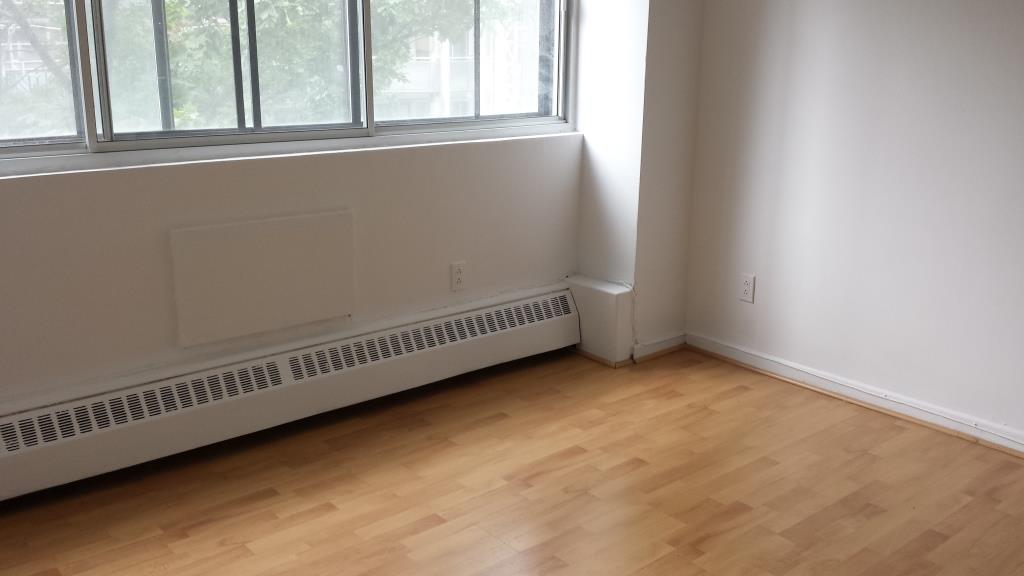 2 bedroom Apartments for rent in Montreal (Downtown) at Le Durocher - Photo 04 - RentQuebecApartments – L7385