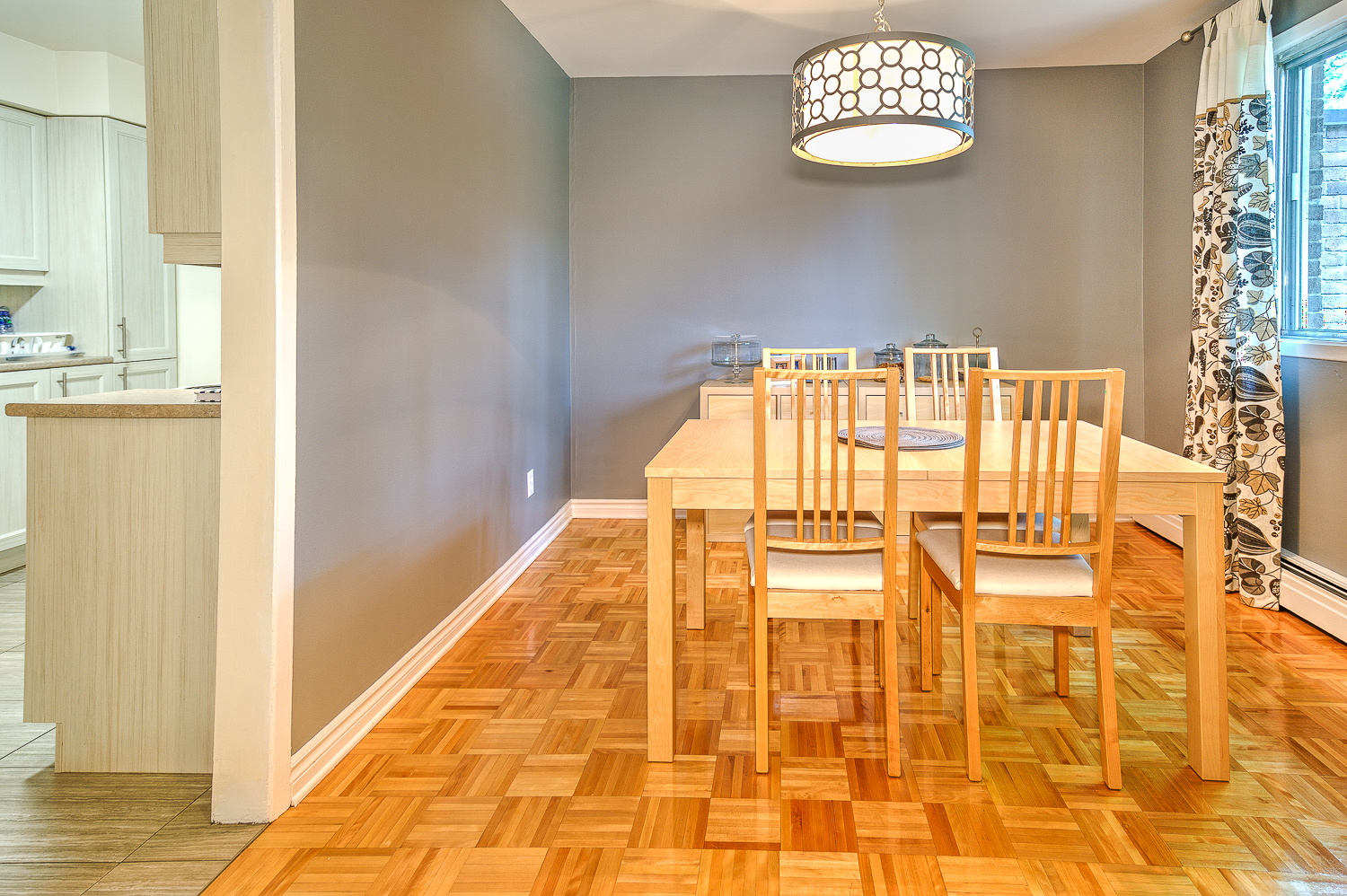 2 bedroom Townhouses for rent in Beaconsfield at Beacon Hill Villa - Photo 01 - RentQuebecApartments – L9365