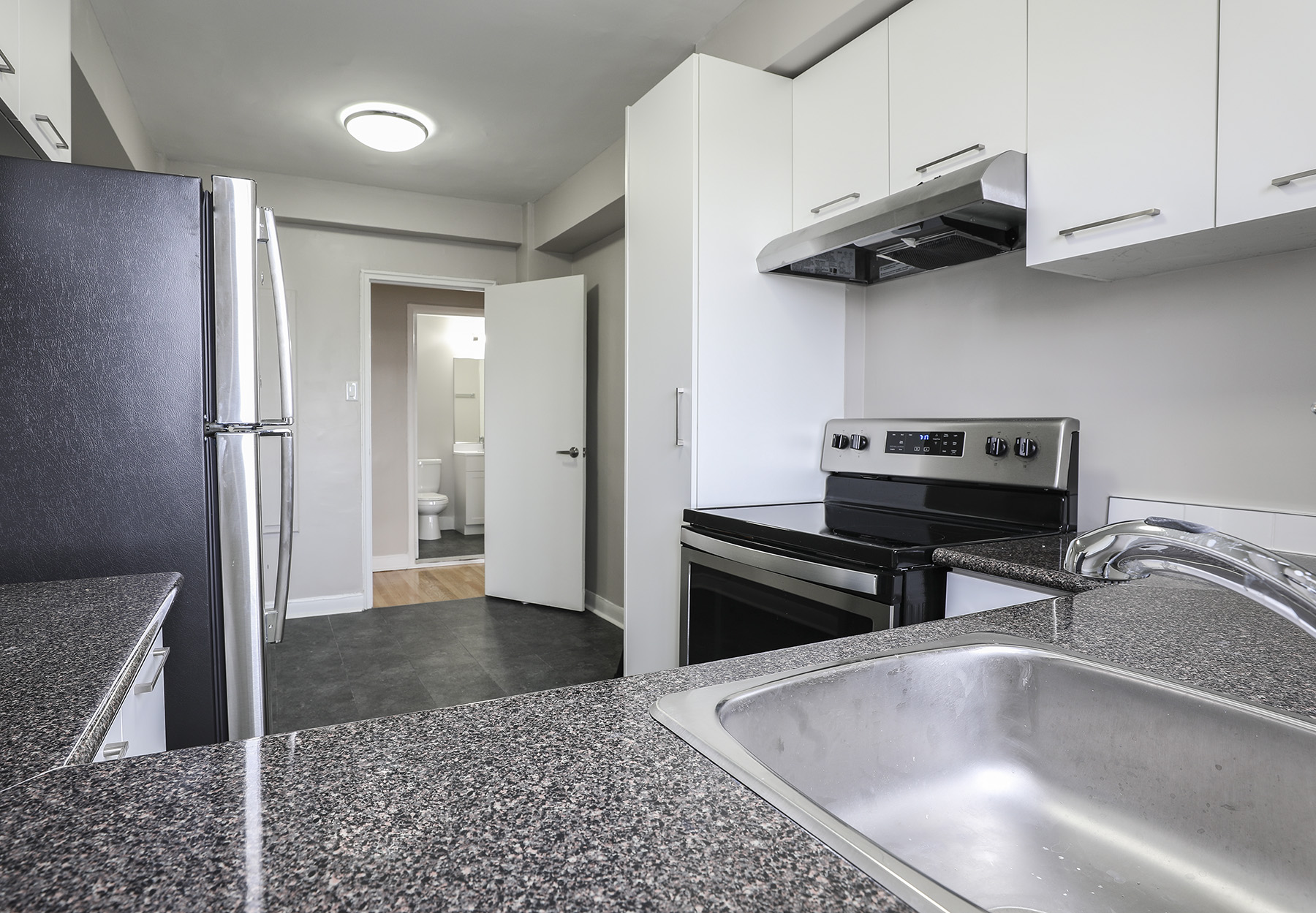 1 bedroom Apartments for rent in Montreal West at 6955 Fielding - Photo 08 - RentQuebecApartments – L401541