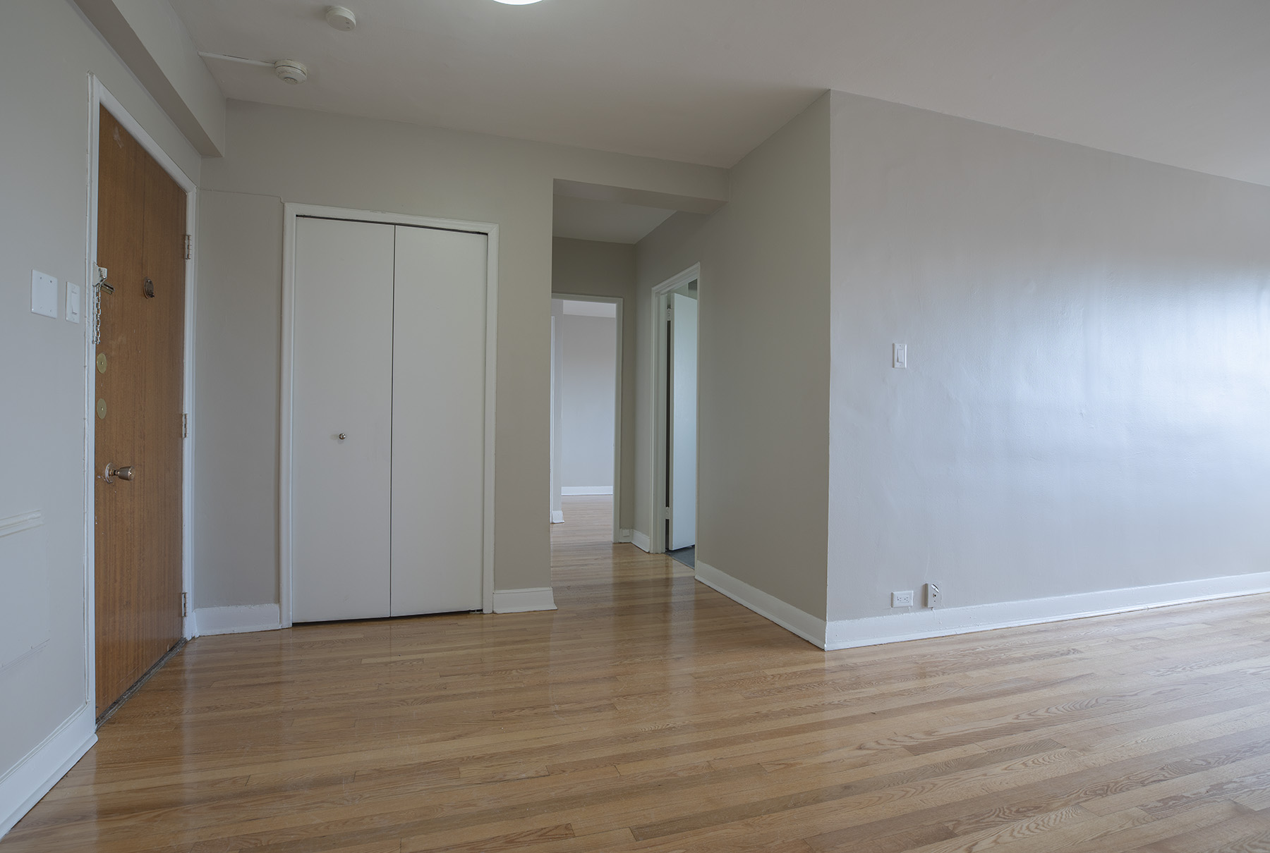1 bedroom Apartments for rent in Montreal West at 6955 Fielding - Photo 05 - RentQuebecApartments – L401541