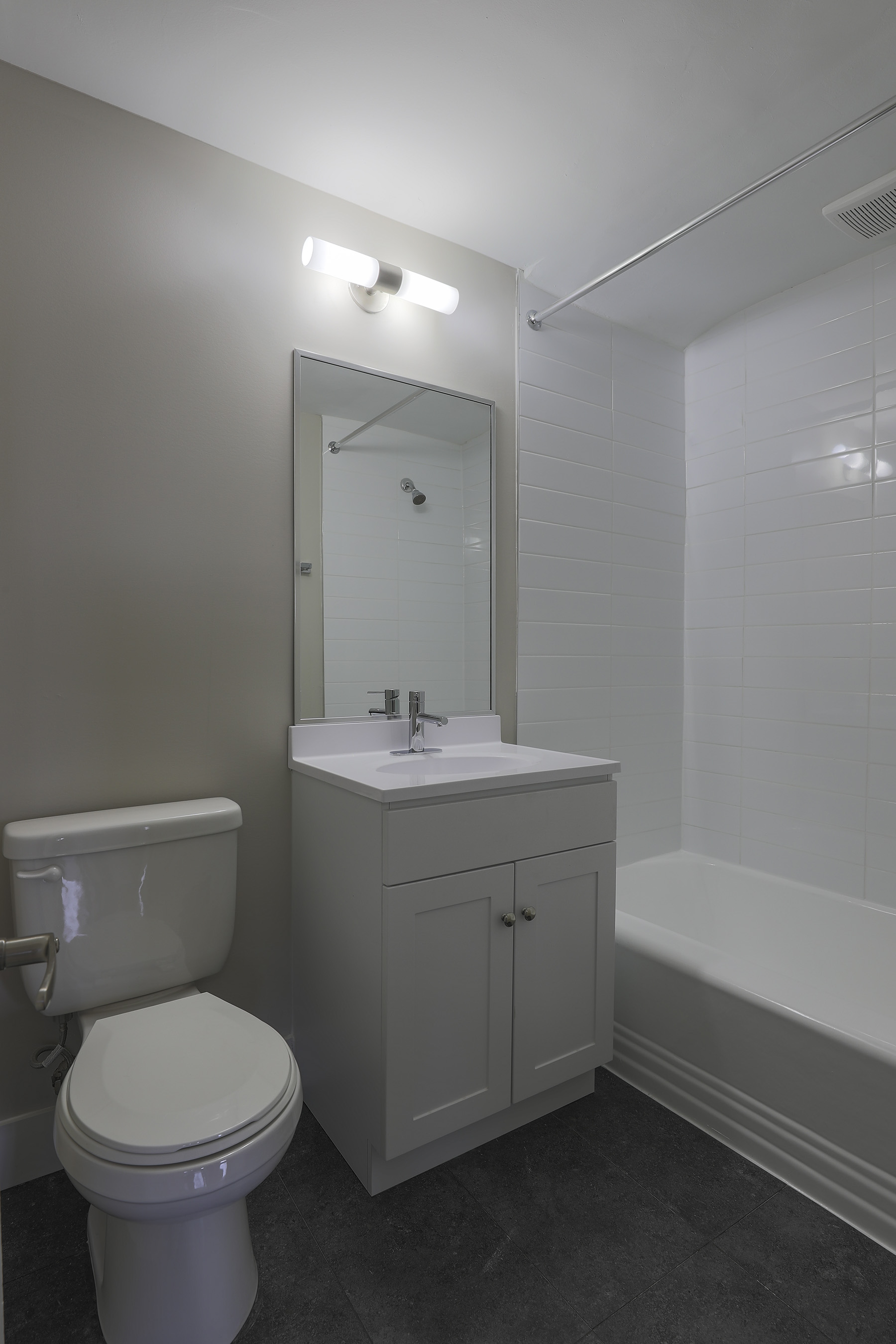 1 bedroom Apartments for rent in Montreal West at 6955 Fielding - Photo 06 - RentQuebecApartments – L401541