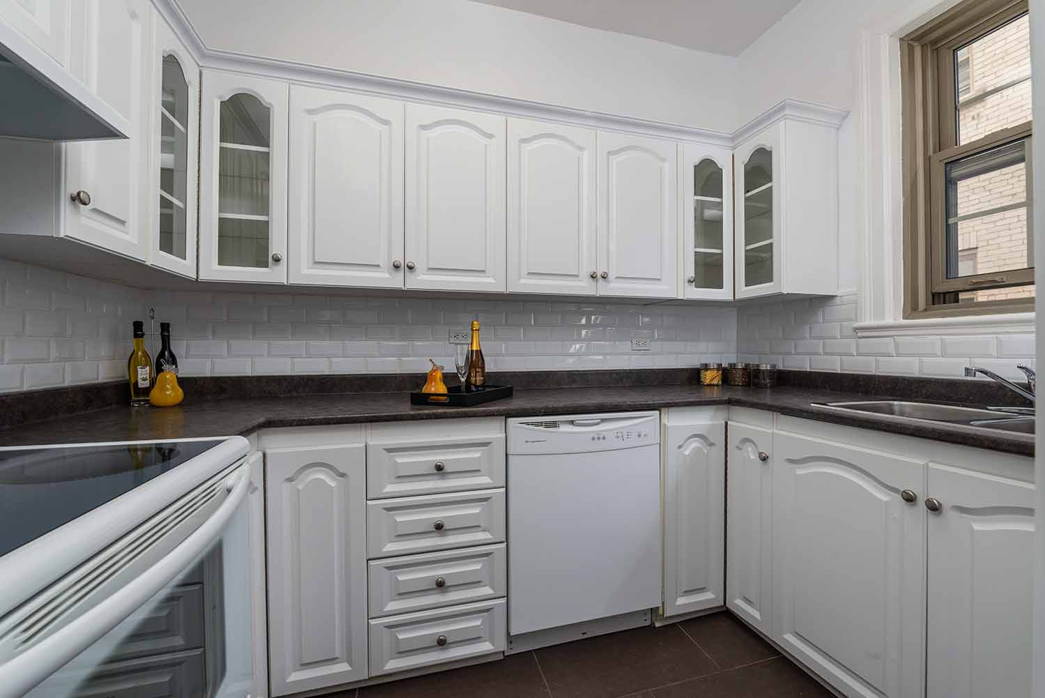 luxurious 1 bedroom Apartments for rent in Montreal (Downtown) at Haddon Hall - Photo 07 - RentQuebecApartments – L2256