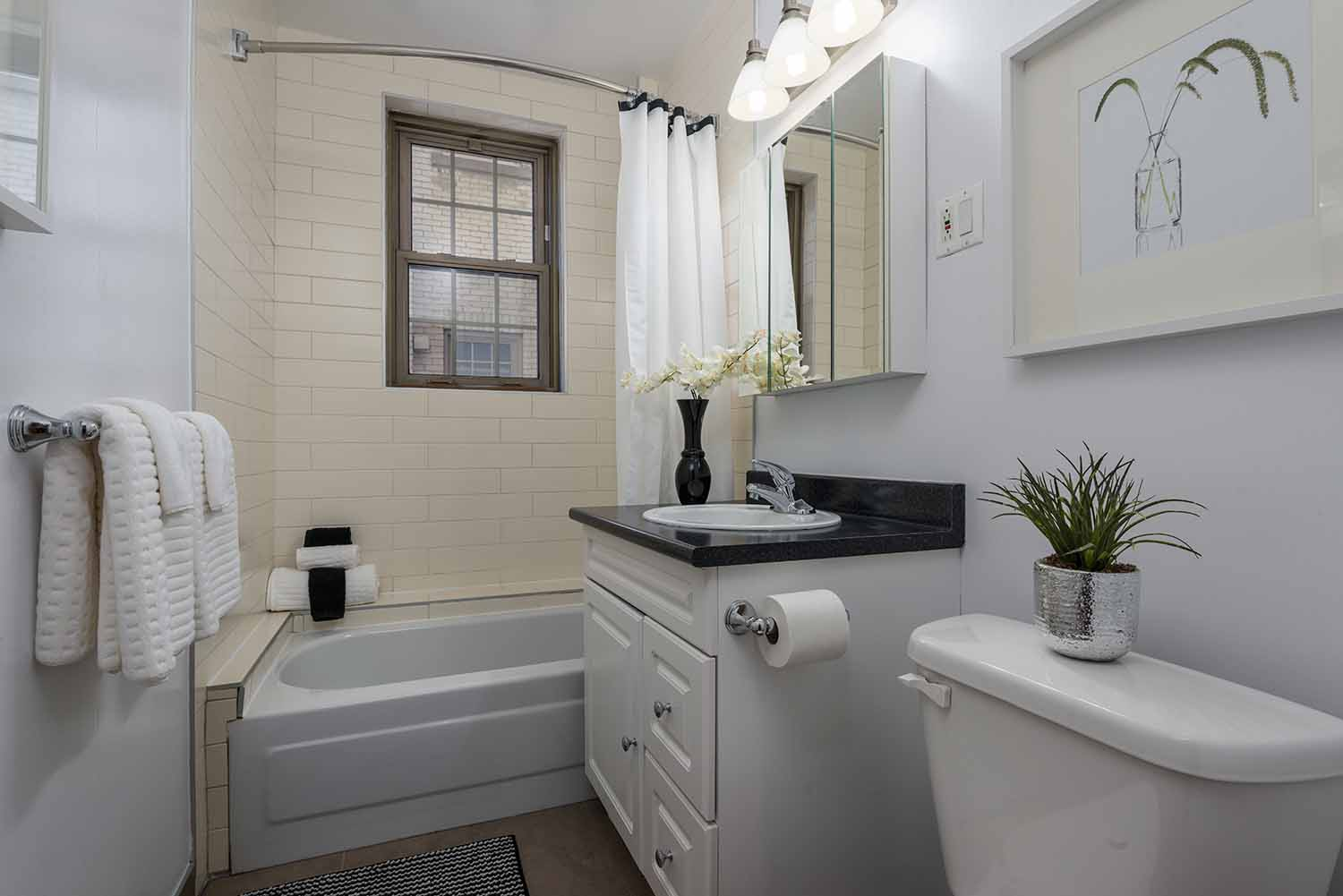 luxurious 1 bedroom Apartments for rent in Montreal (Downtown) at Haddon Hall - Photo 11 - RentQuebecApartments – L2256