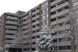 1 bedroom Apartments for rent in Cote-St-Luc at 6555 Kildare - Photo 01 - RentQuebecApartments – L8018