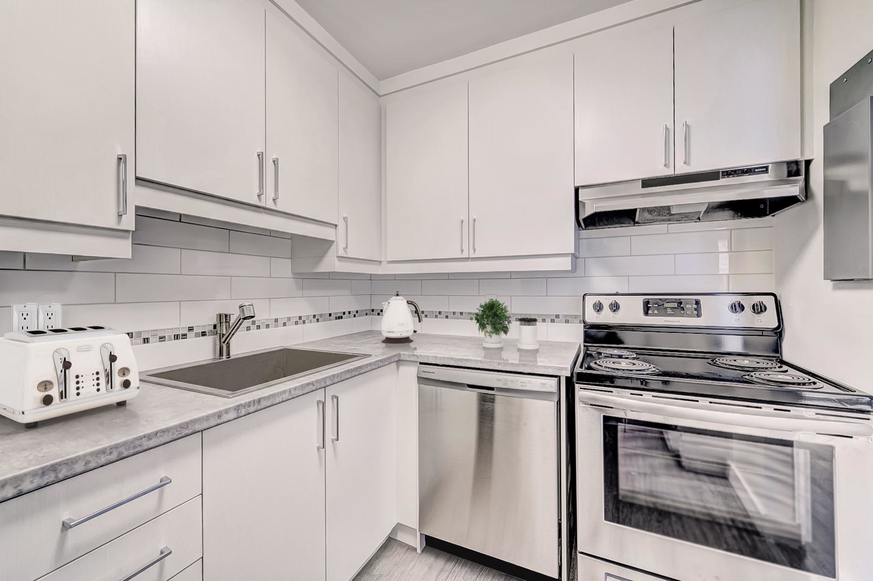 1 bedroom Apartments for rent in Nuns' Island at PH 3 - 3 Walk-up - Photo 02 - RentQuebecApartments – L407171