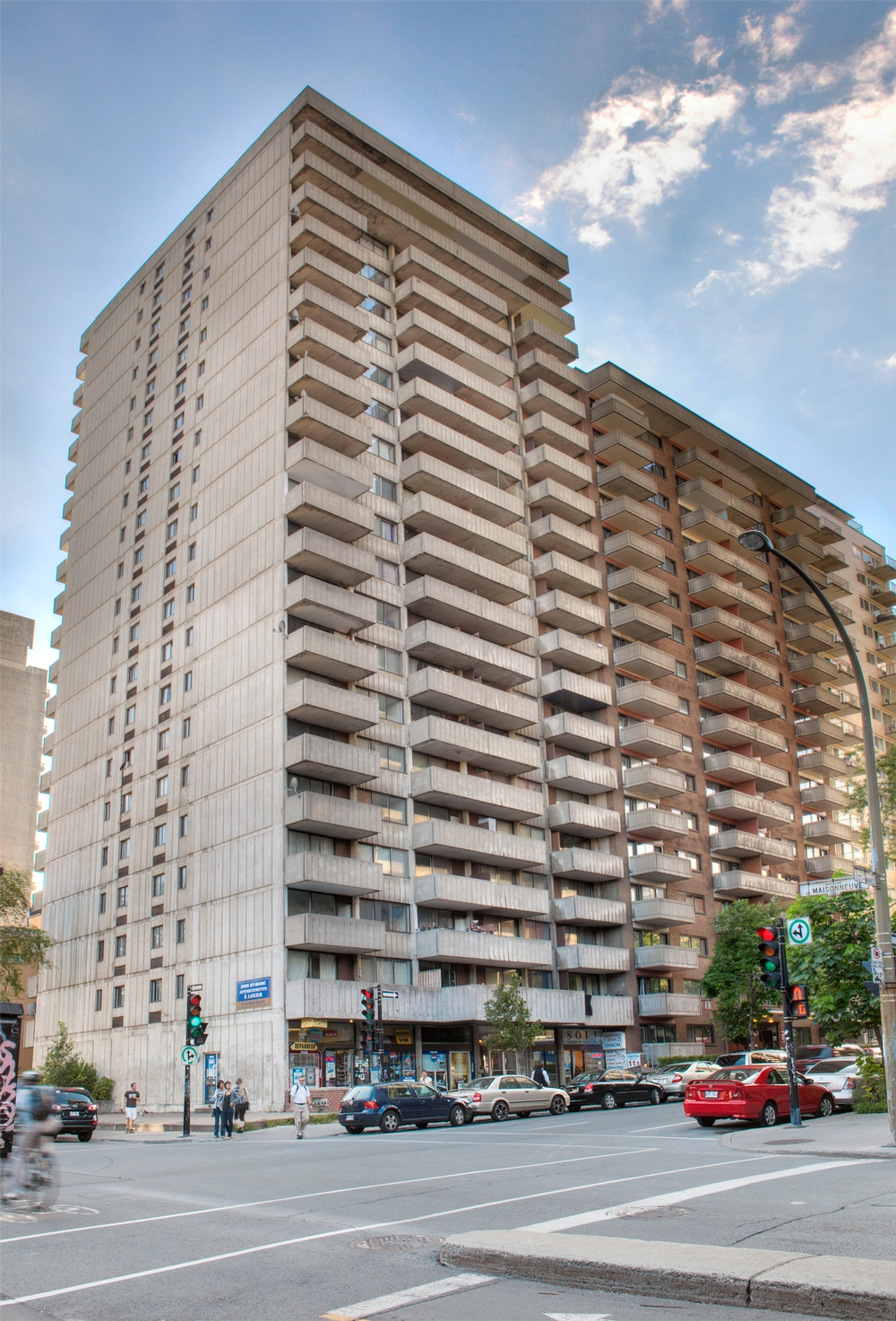 2 bedroom Apartments for rent in Montreal (Downtown) at St Marc - Photo 03 - RentQuebecApartments – L9539