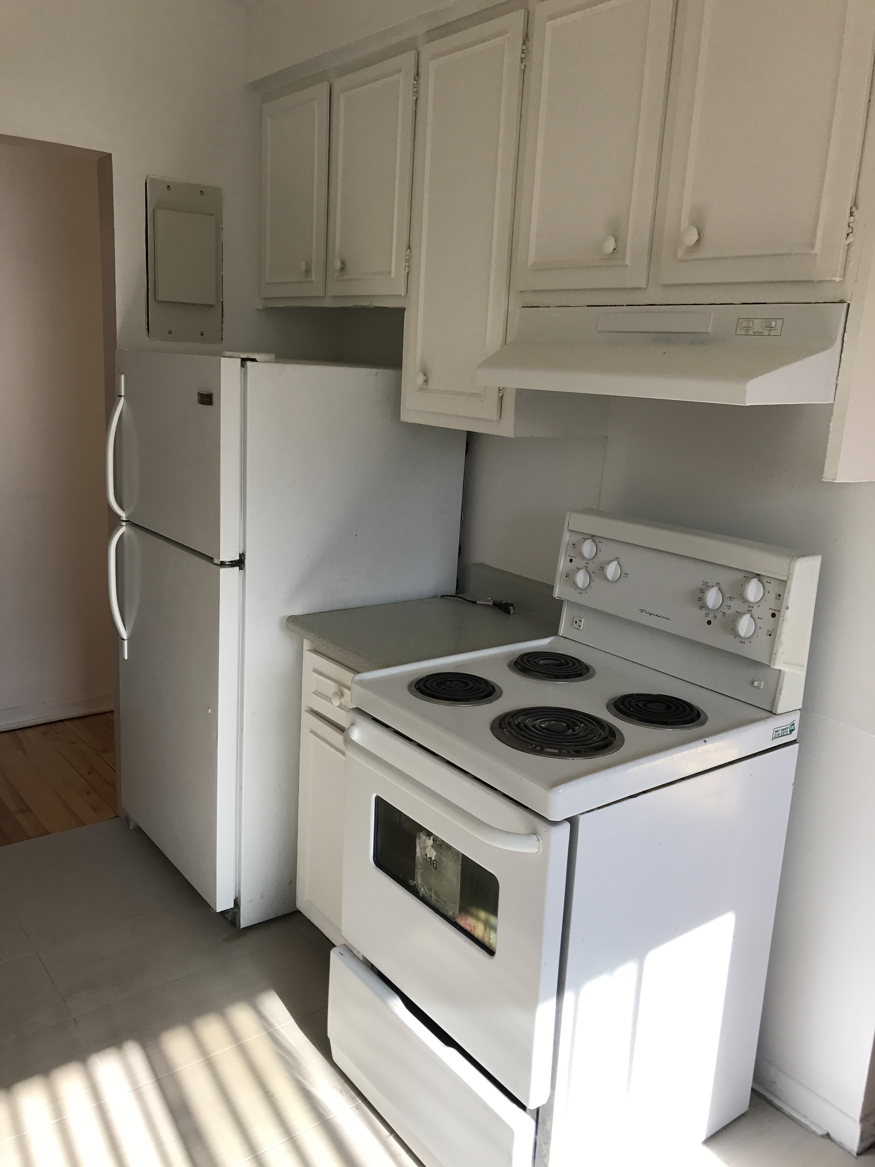 2 bedroom Apartments for rent in Laval at 4750 Samson - Photo 01 - RentQuebecApartments – L31348