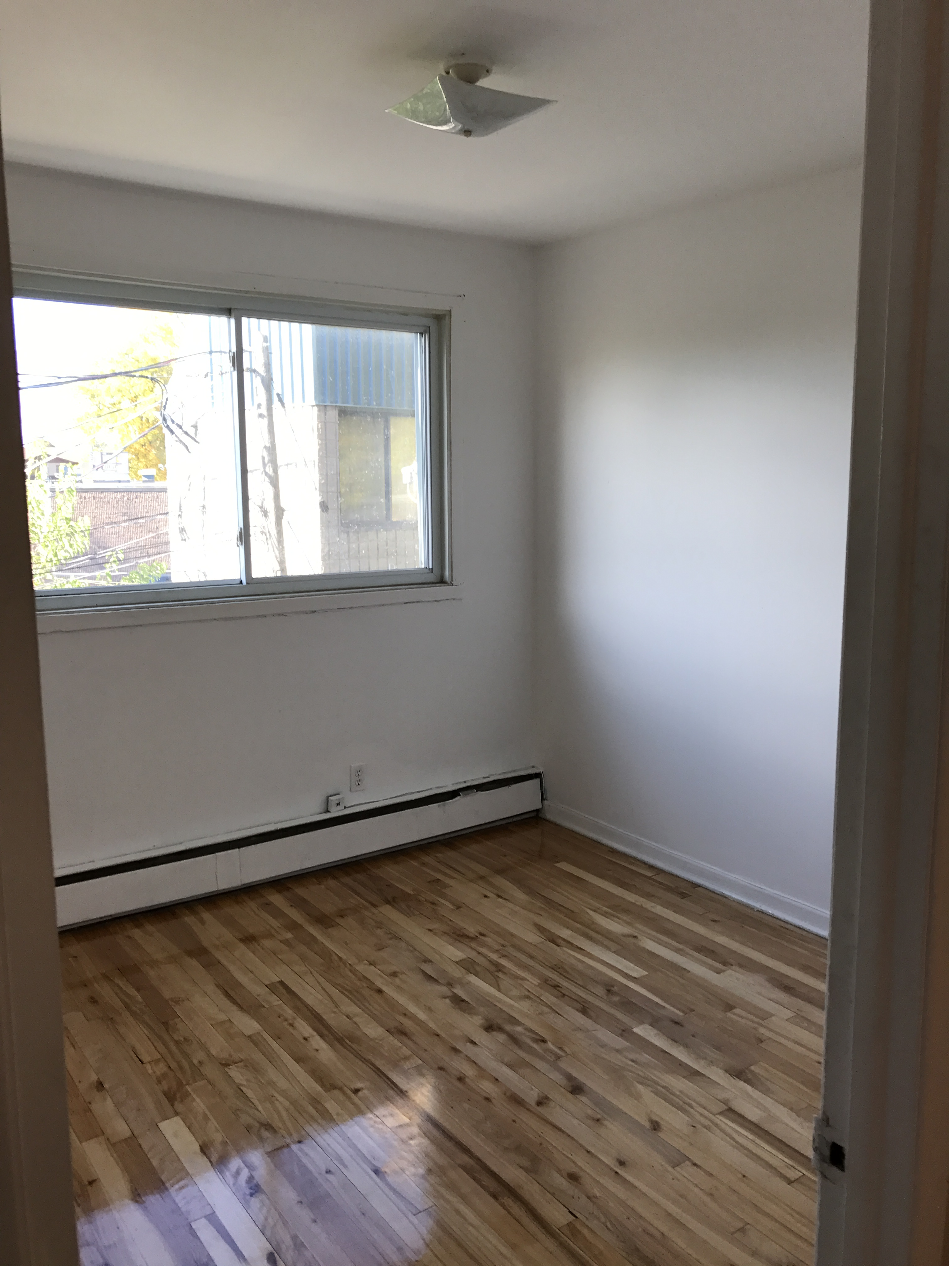 2 bedroom Apartments for rent in Laval at 4750 Samson - Photo 02 - RentQuebecApartments – L31348