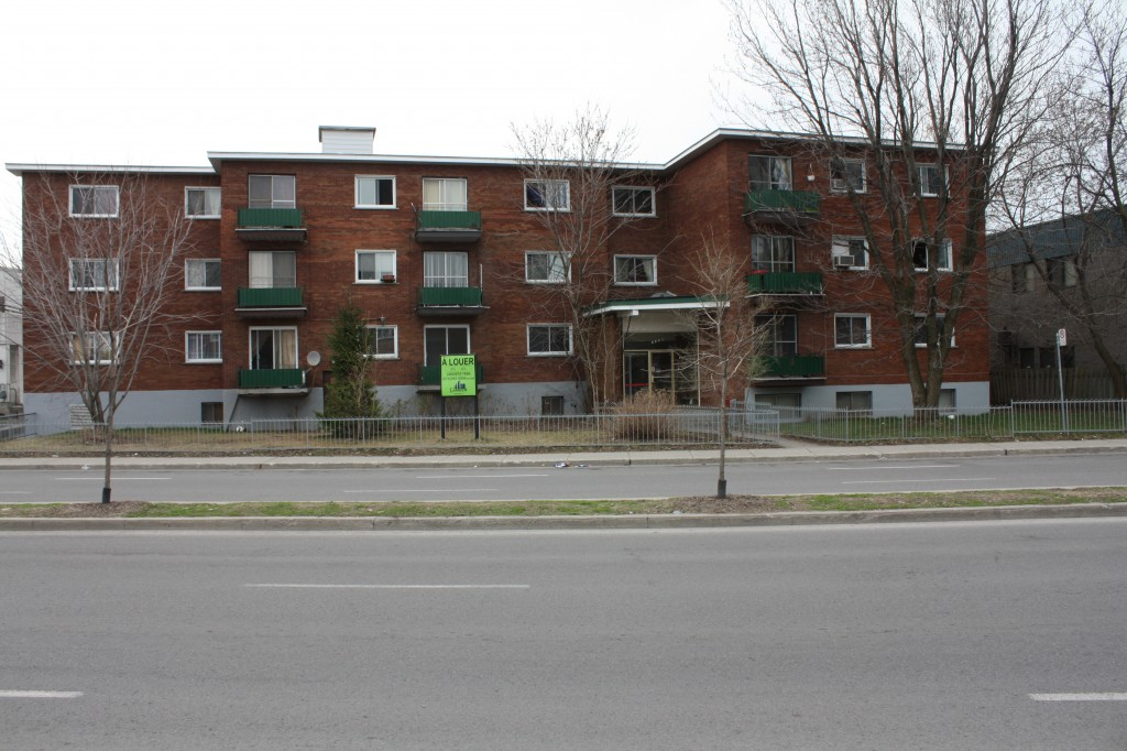 2 bedroom Apartments for rent in Laval at 4750 Samson - Photo 05 - RentQuebecApartments – L31348