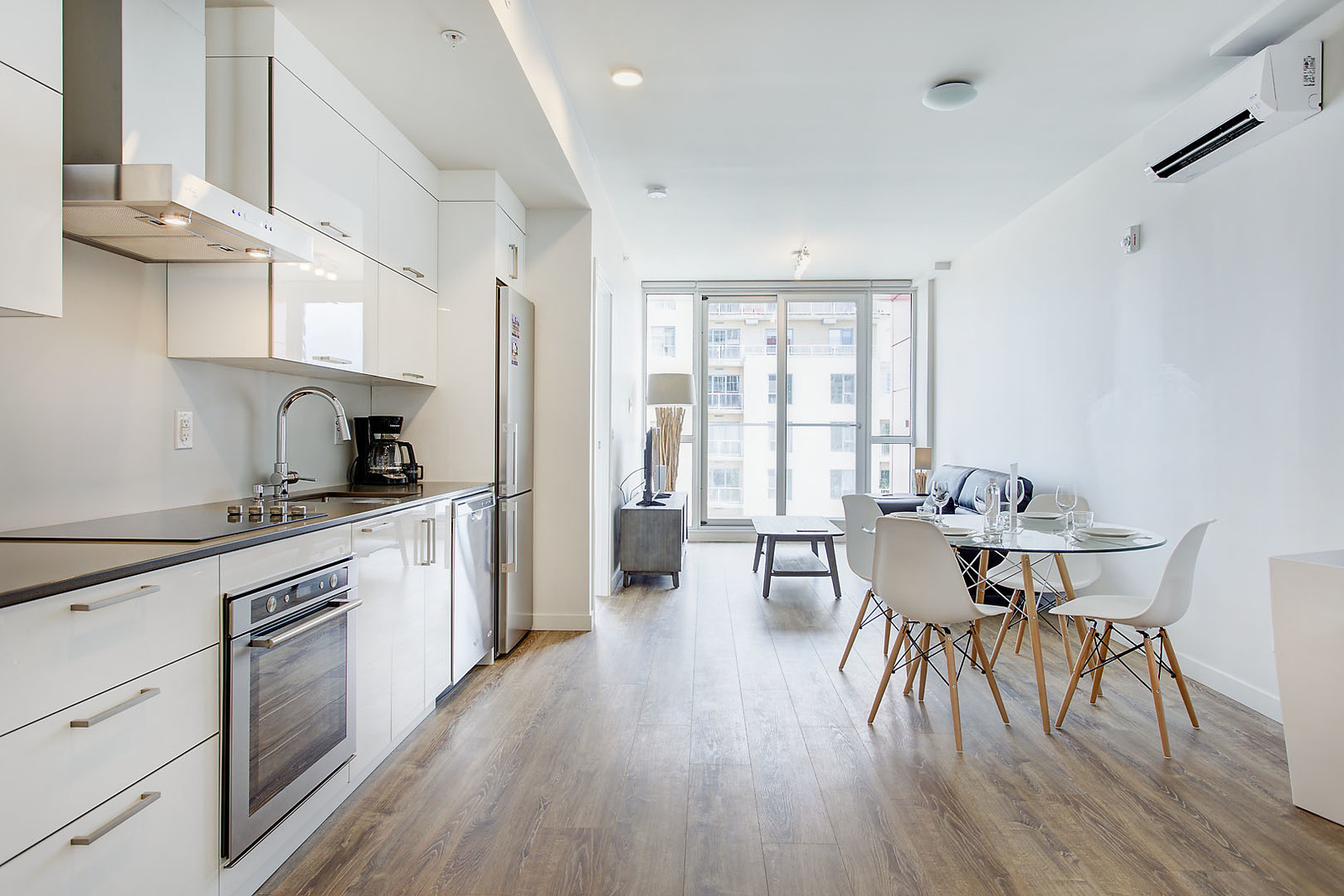 furnished 1 bedroom Apartments for rent in Montreal (Downtown) at Le Rubic - Photo 07 - RentQuebecApartments – L198455