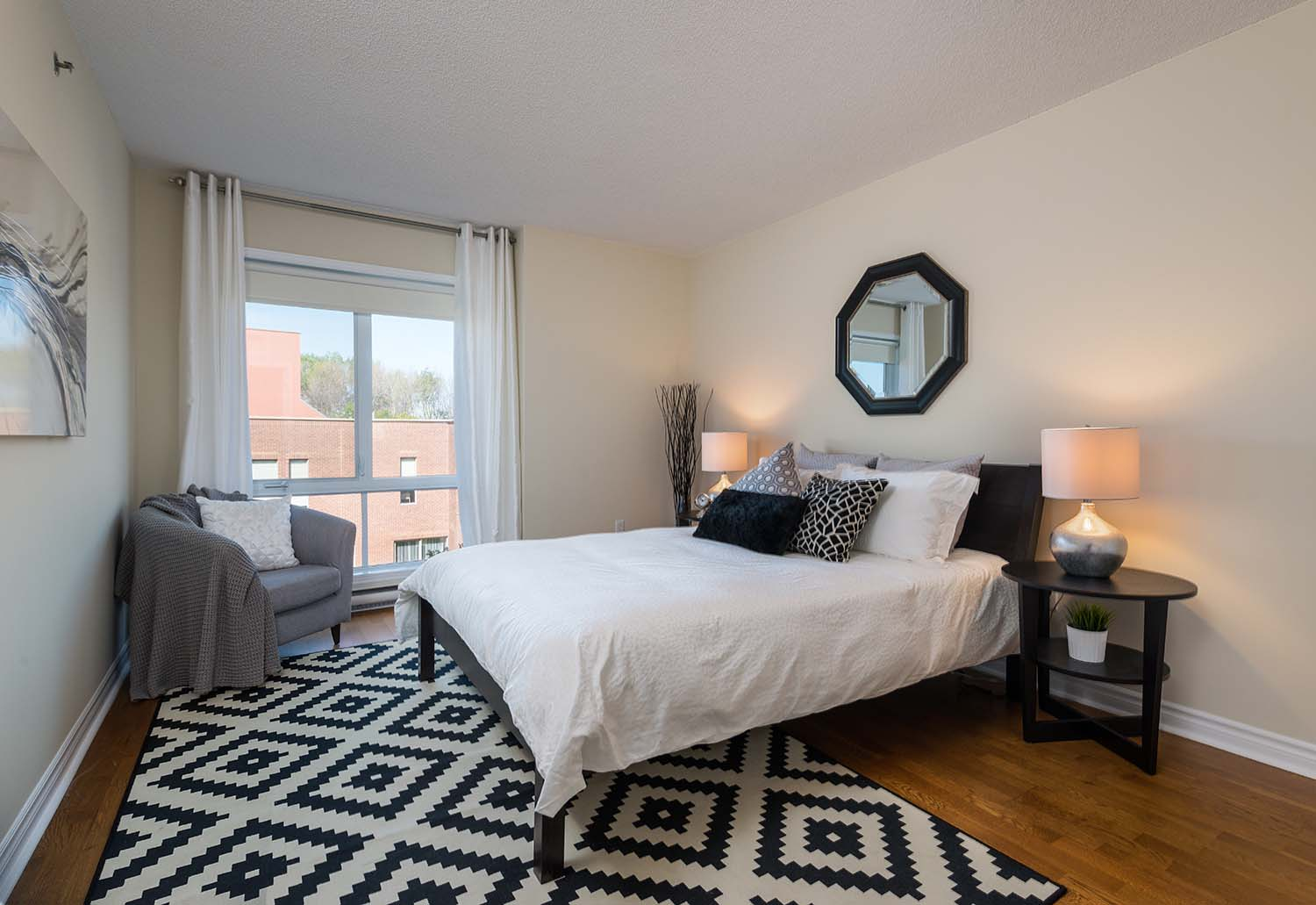 1 bedroom Apartments for rent in Cote-St-Luc at Excelsior - Photo 06 - RentQuebecApartments – L6070
