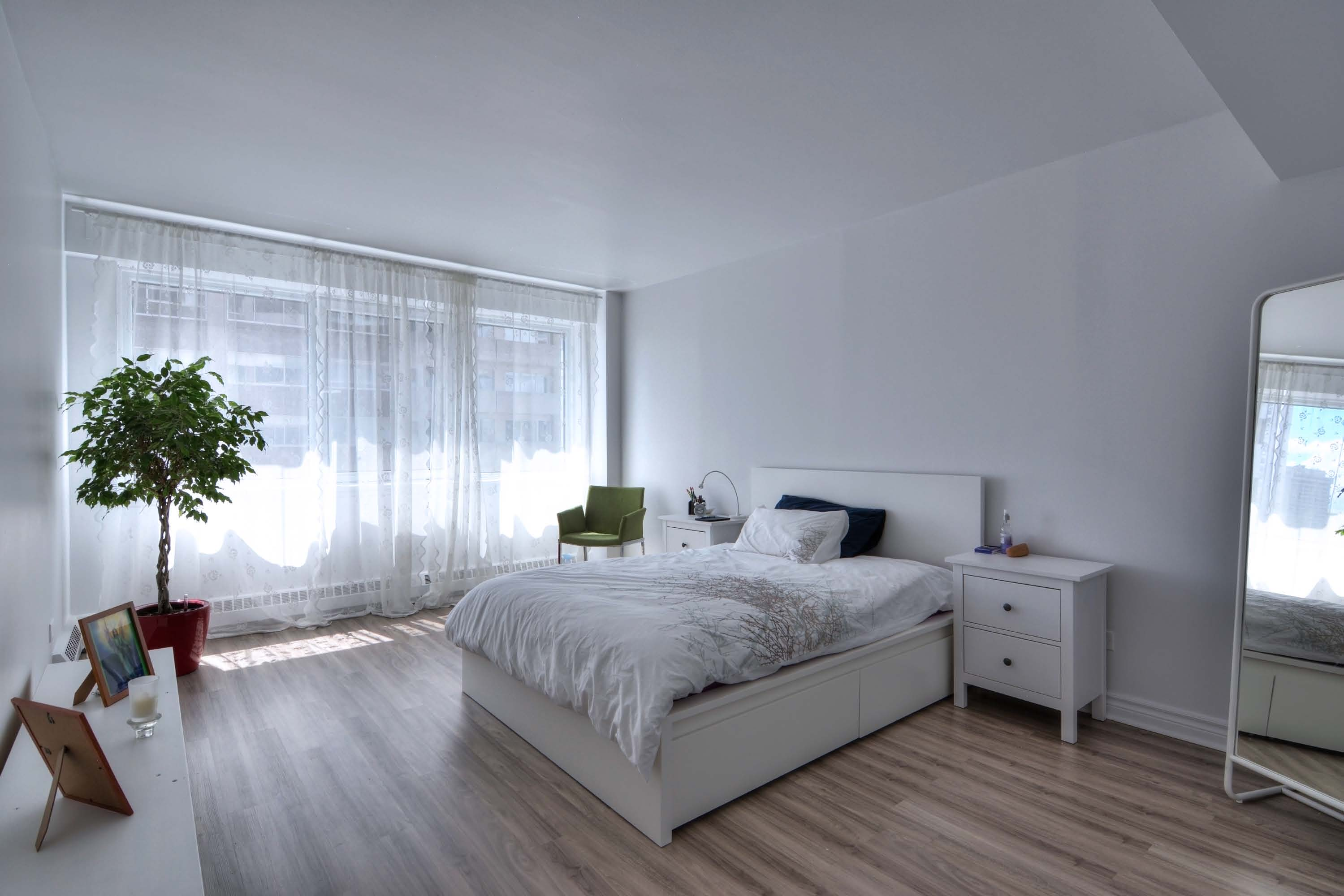 luxurious 1 bedroom Apartments for rent in Montreal (Downtown) at Le Parc - Photo 03 - RentQuebecApartments – L1788