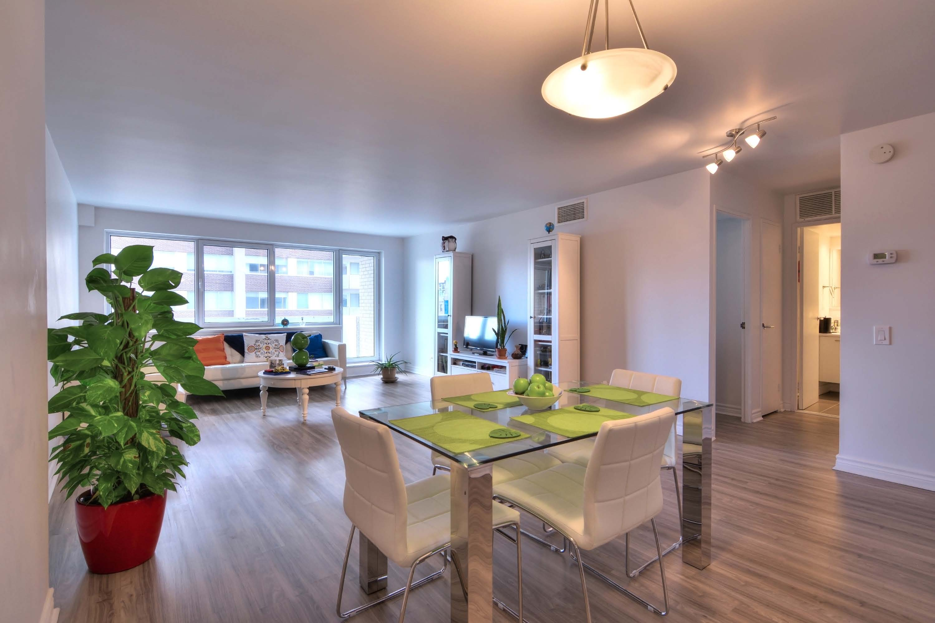 luxurious 1 bedroom Apartments for rent in Montreal (Downtown) at Le Parc - Photo 04 - RentQuebecApartments – L1788