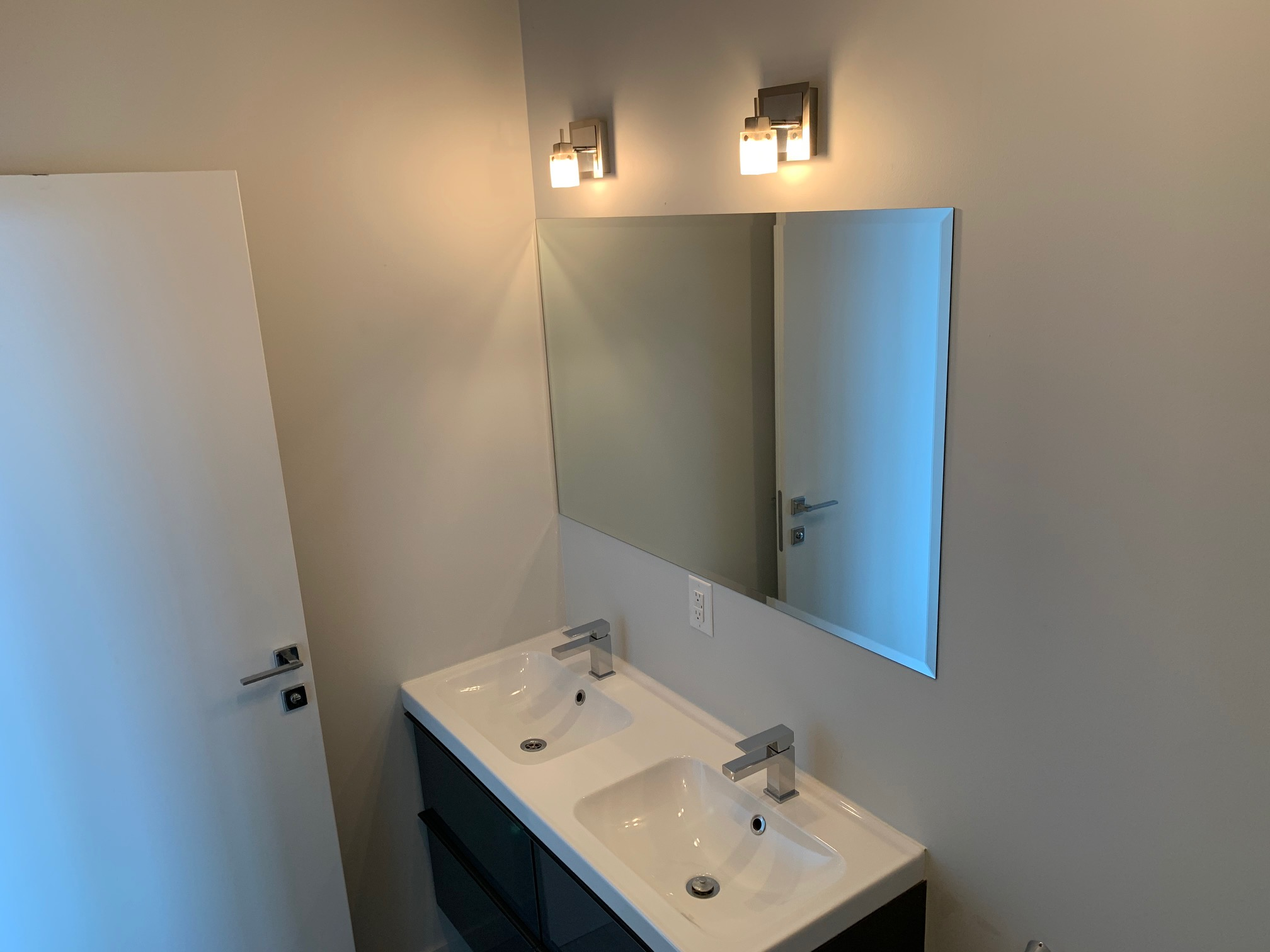 luxurious 2 bedroom Apartments for rent in Montreal (Downtown) at Le Rubic - Photo 02 - RentQuebecApartments – L405205