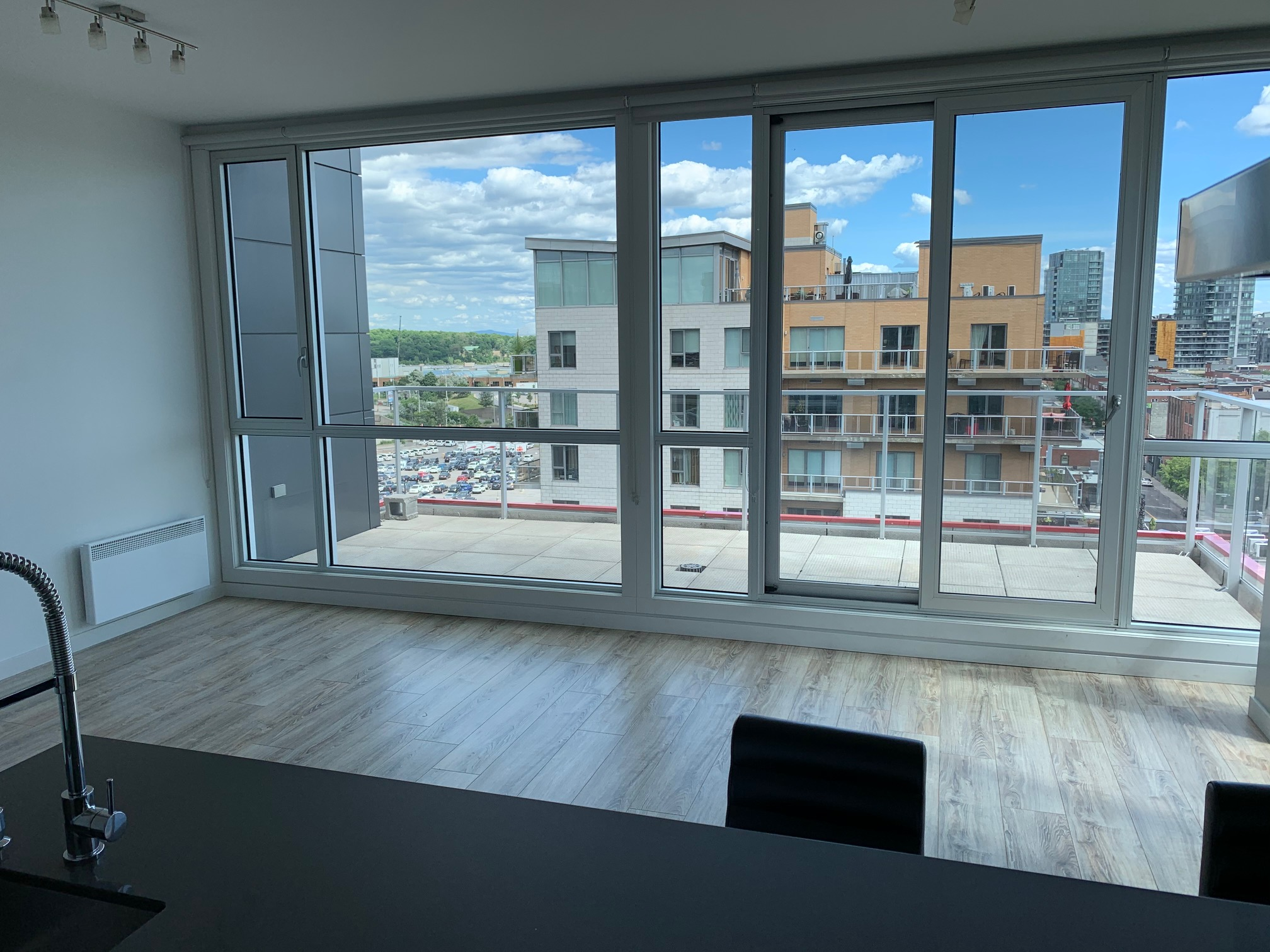 luxurious 2 bedroom Apartments for rent in Montreal (Downtown) at Le Rubic - Photo 03 - RentQuebecApartments – L405205