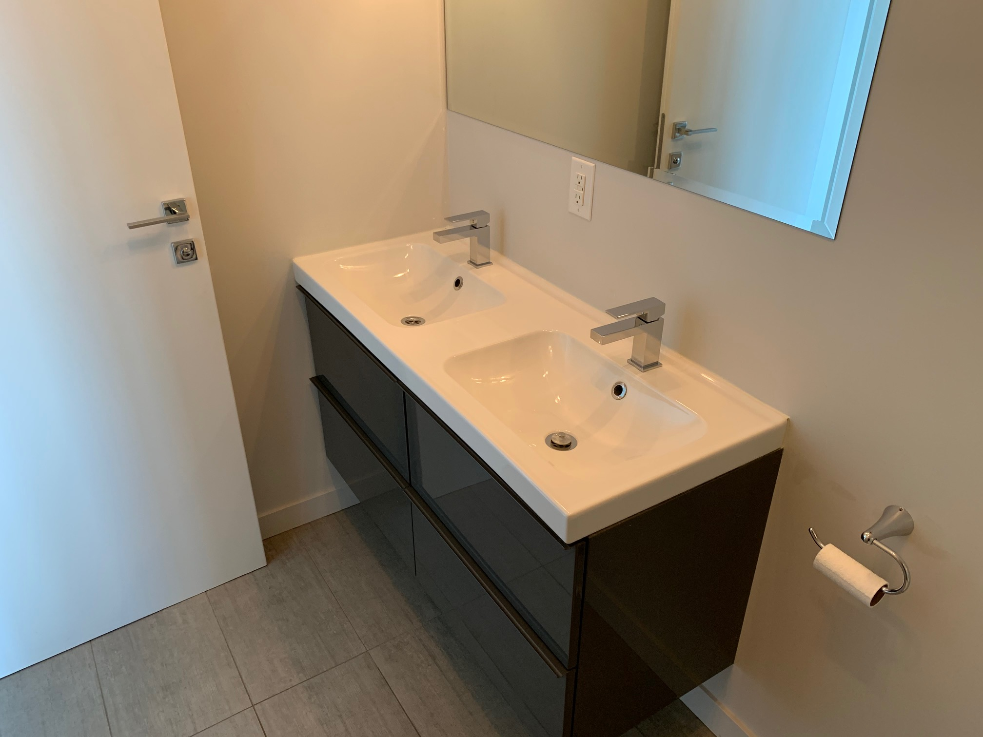 luxurious 2 bedroom Apartments for rent in Montreal (Downtown) at Le Rubic - Photo 01 - RentQuebecApartments – L405205
