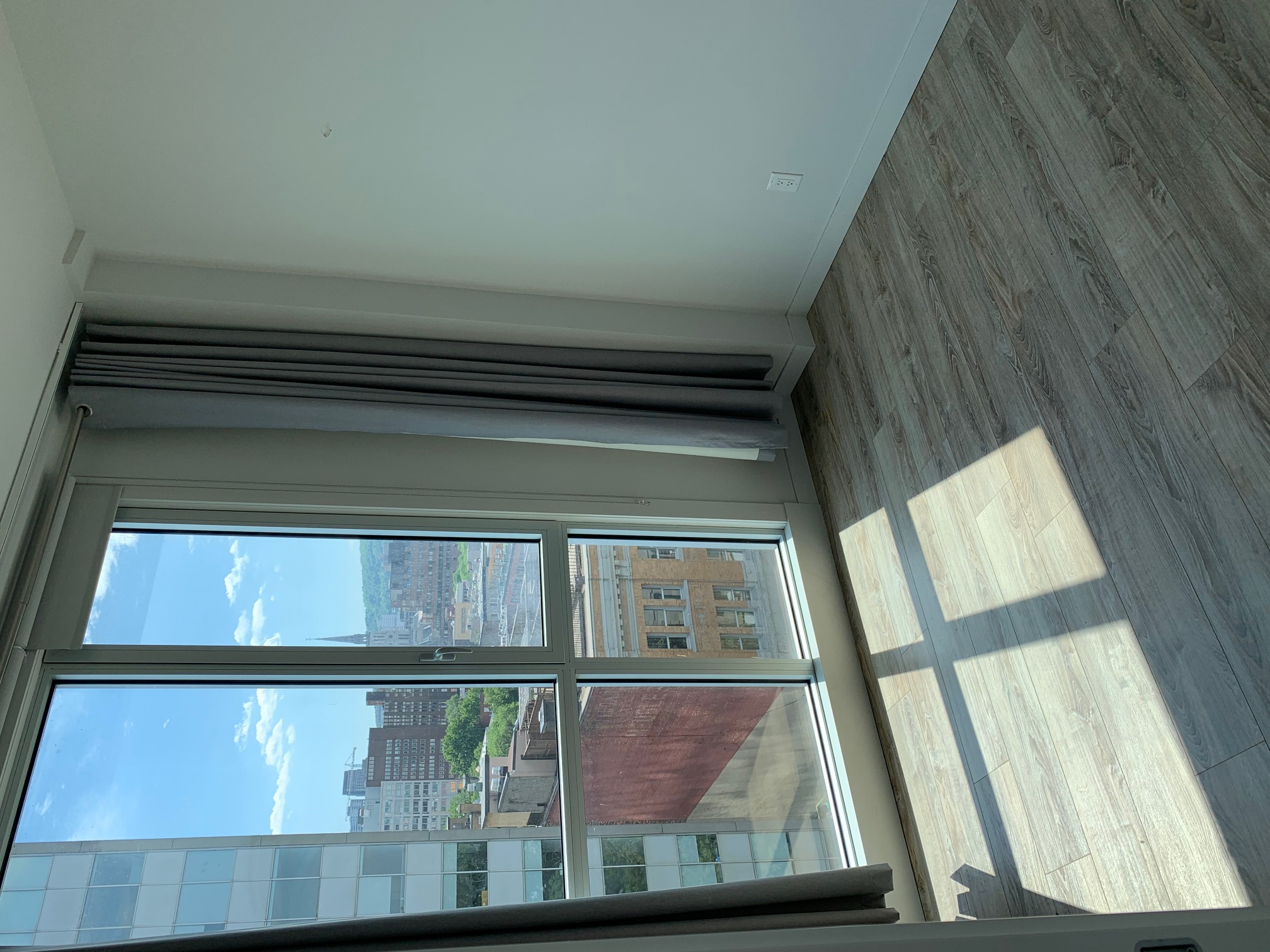 luxurious 2 bedroom Apartments for rent in Montreal (Downtown) at Le Rubic - Photo 08 - RentQuebecApartments – L405205
