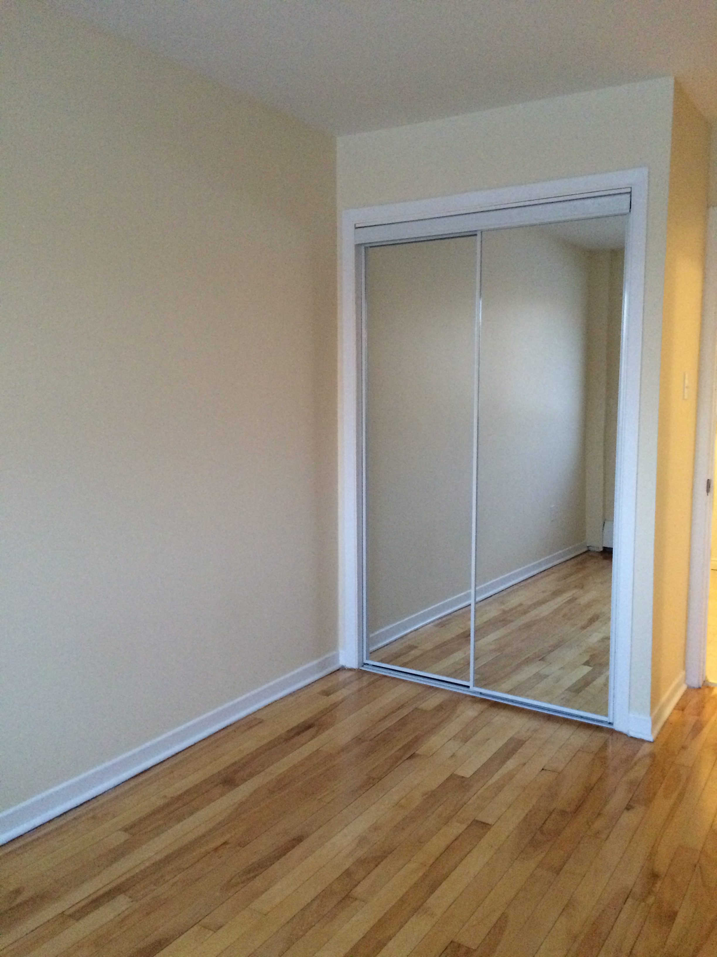 1 bedroom Apartments for rent in Pierrefonds-Roxboro at Place Riviera - Photo 03 - RentQuebecApartments – L35788