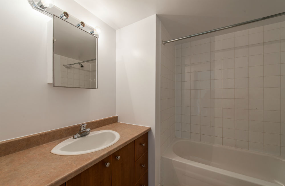 2 bedroom Apartments for rent in Pierrefonds-Roxboro at Place Riviera - Photo 09 - RentQuebecApartments – L35796