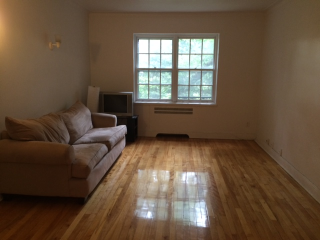 1 bedroom Apartments for rent in Cote-St-Luc at 5781-5783 Cote-St-Luc Road - Photo 04 - RentQuebecApartments – L179183
