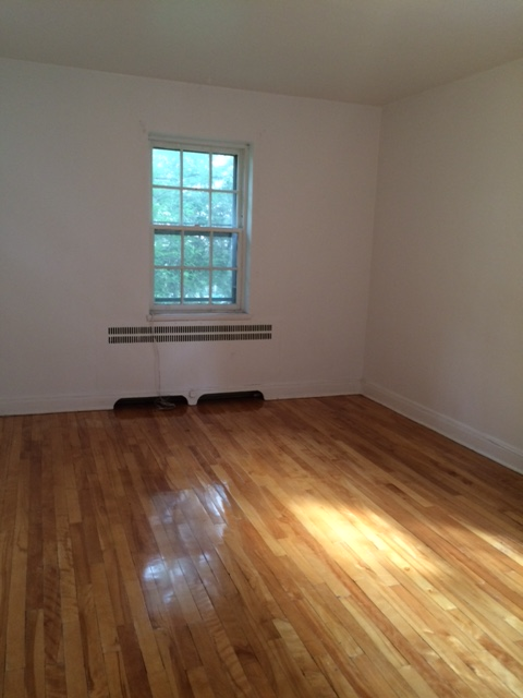 1 bedroom Apartments for rent in Cote-St-Luc at 5781-5783 Cote-St-Luc Road - Photo 05 - RentQuebecApartments – L179183