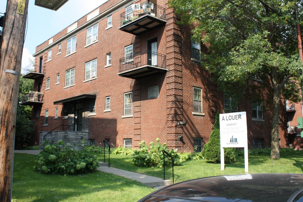 1 bedroom Apartments for rent in Cote-St-Luc at 5781-5783 Cote-St-Luc Road - Photo 06 - RentQuebecApartments – L179183