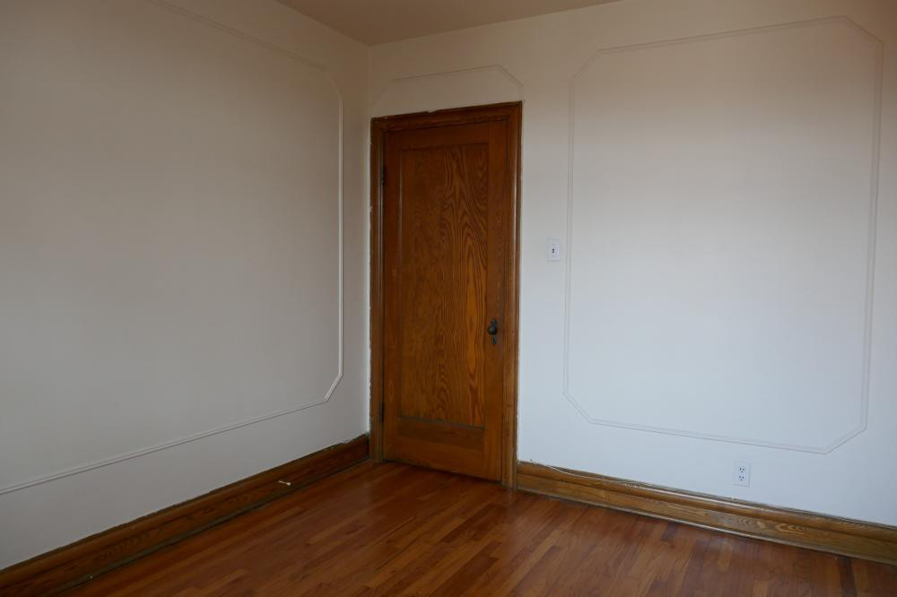 Studio / Bachelor Apartments for rent in Cote-des-Neiges at 5674 Avenue Gatineau - Photo 01 - RentQuebecApartments – L401052