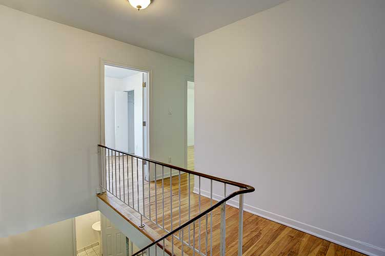 3 bedroom Townhouses for rent in Pointe-Claire at Tudor Court - Photo 02 - RentQuebecApartments – L9822