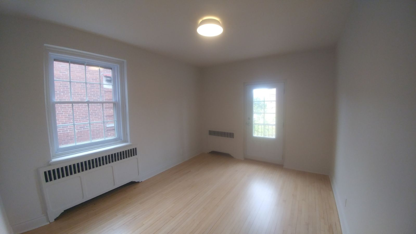 2 bedroom Apartments for rent in Hampstead at 1-2 Ellerdale - Photo 03 - RentQuebecApartments – L9523