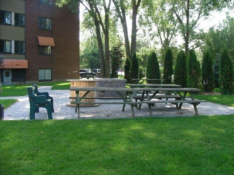 2 bedroom Apartments for rent in Saint-Bruno-de-Montarville at Chateau St-Bruno - Photo 05 - RentQuebecApartments – L9584