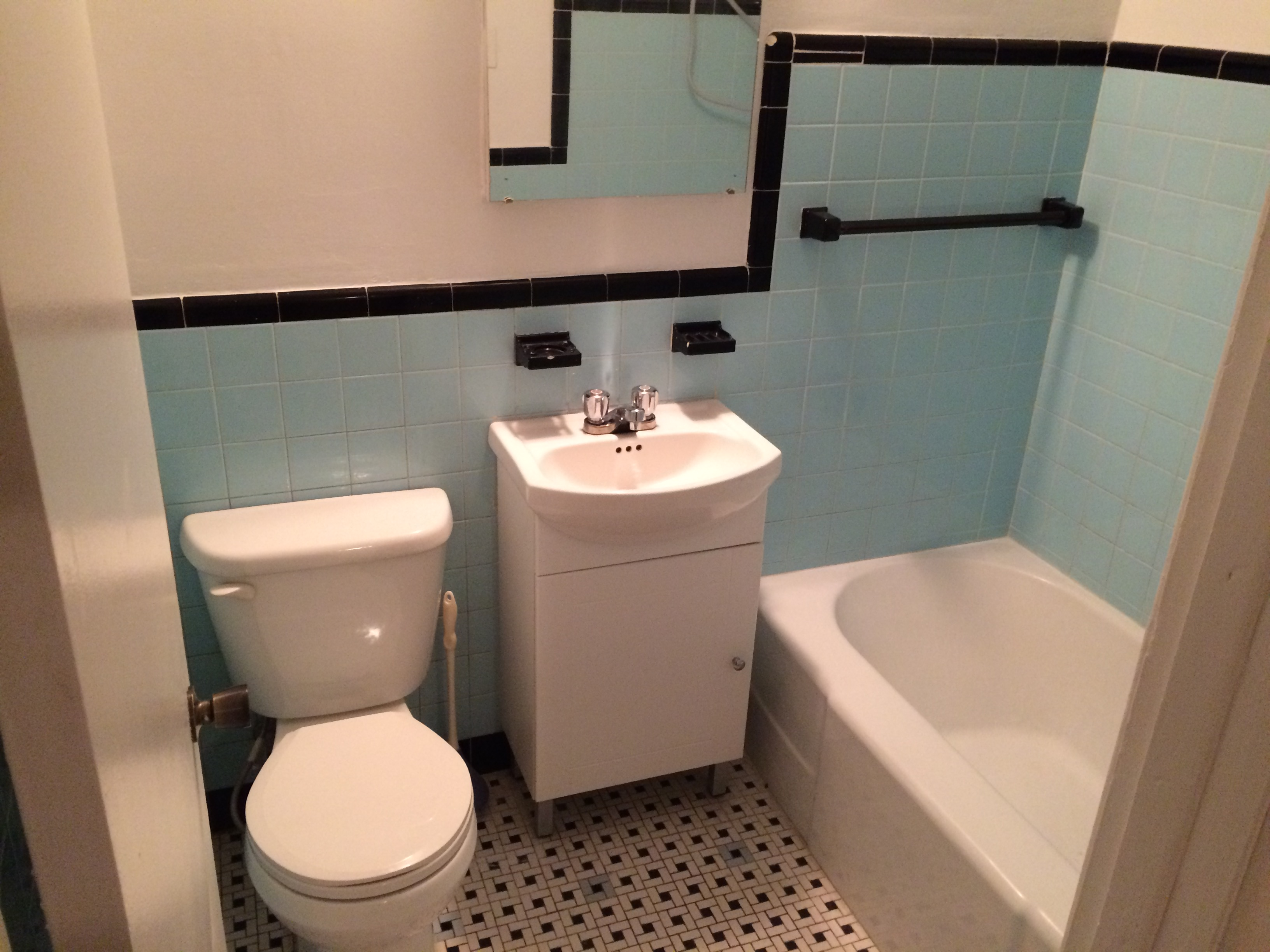 Studio / Bachelor Apartments for rent in Montreal (Downtown) at Chateau des Pins - Photo 02 - RentQuebecApartments – L6190