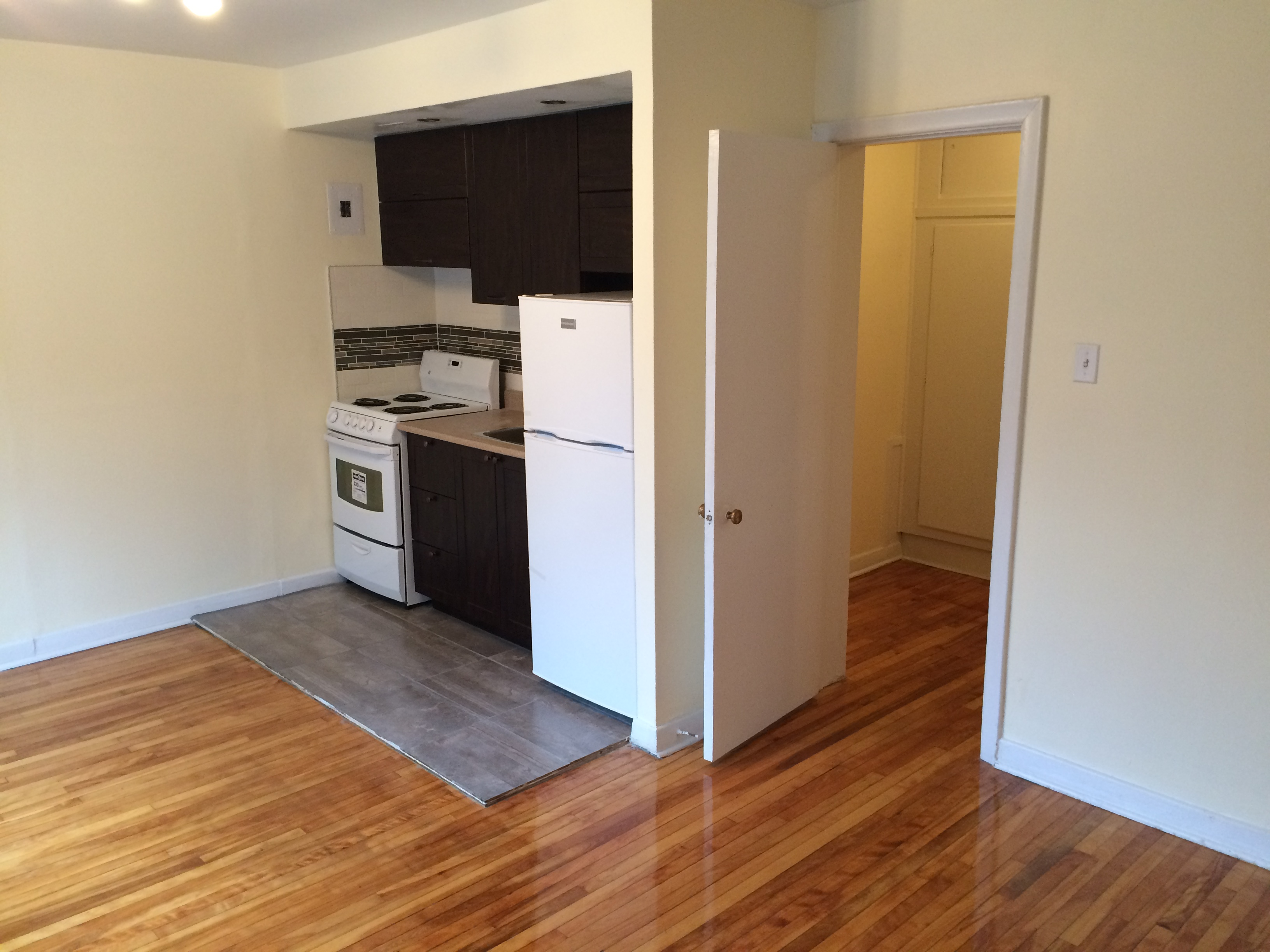 Studio / Bachelor Apartments for rent in Montreal (Downtown) at Chateau des Pins - Photo 03 - RentQuebecApartments – L6190