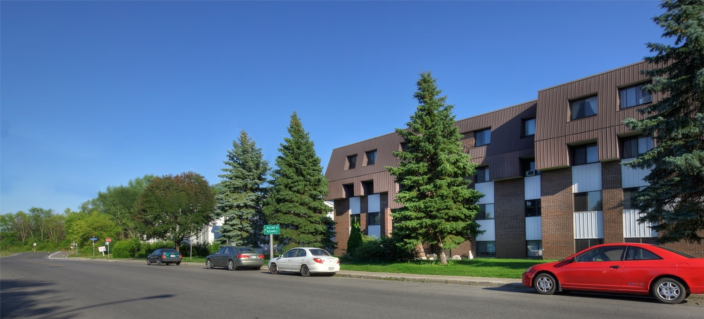 3 bedroom Apartments for rent in Laval at Place Renaissance - Photo 02 - RentQuebecApartments – L9534