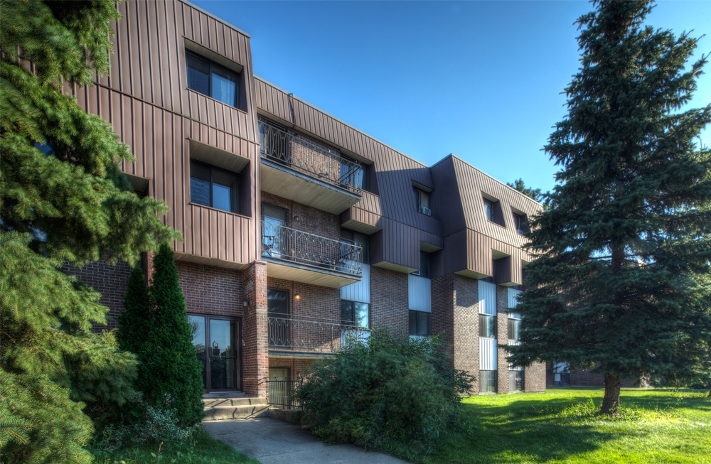 3 bedroom Apartments for rent in Laval at Place Renaissance - Photo 03 - RentQuebecApartments – L9534