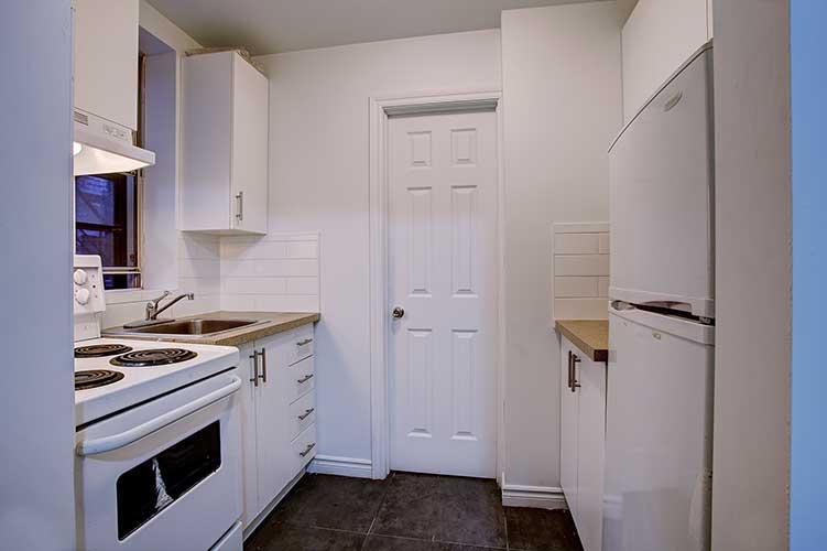 2 bedroom Apartments for rent in Westmount at 2054 Claremont - Photo 01 - RentQuebecApartments – L9824